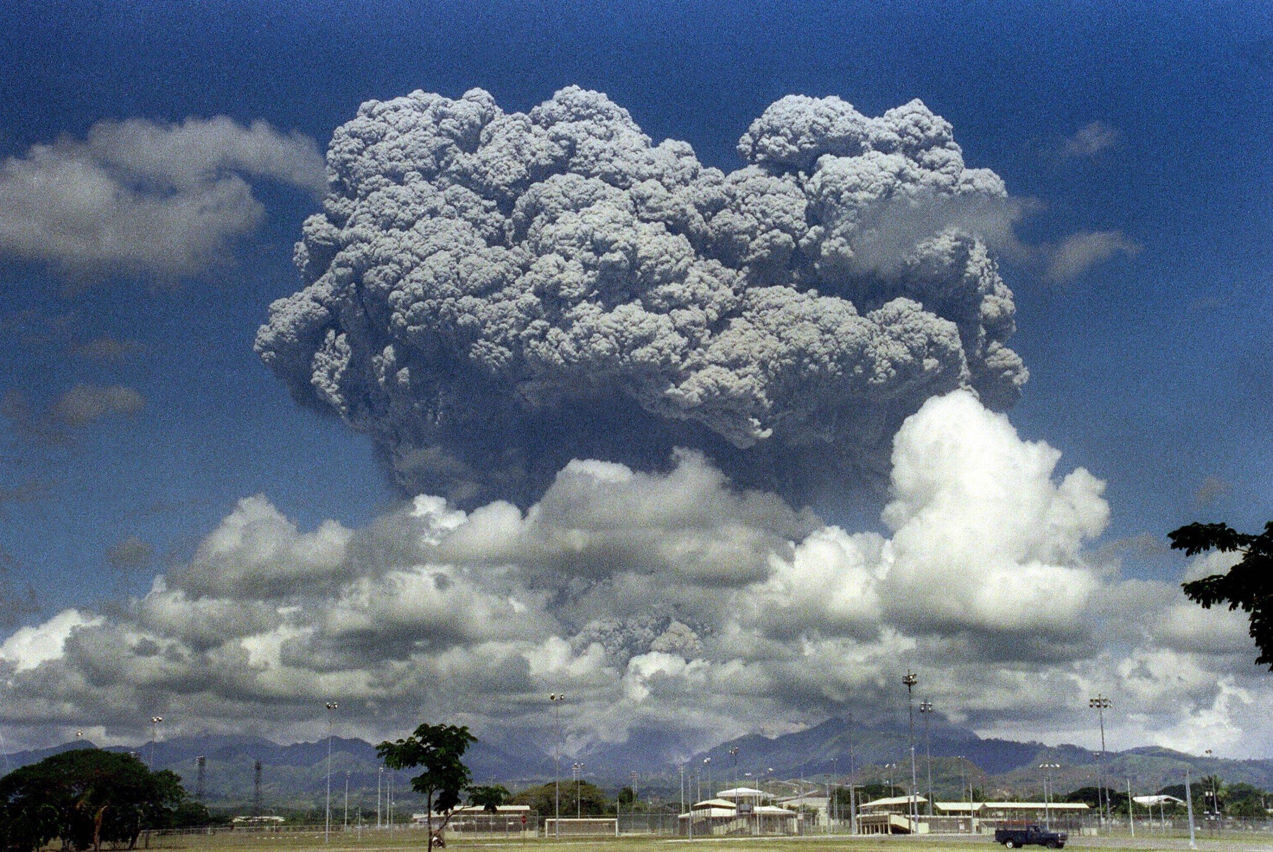 10_02_mount_pinatubo_eruption