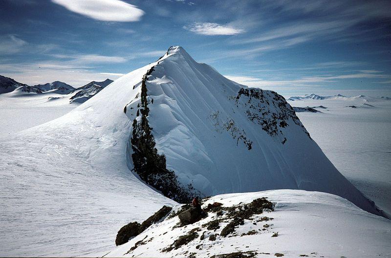 800px-Mount_Jackson,_Antarctica