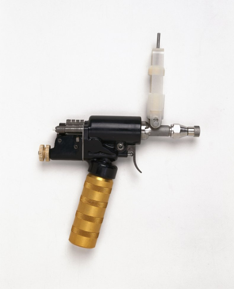 1011_smallpox_gun