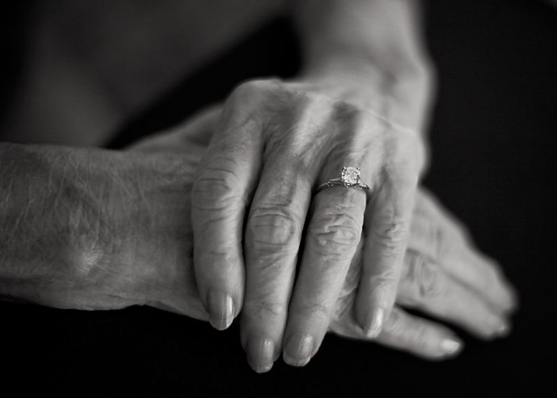 Old_woman_hands