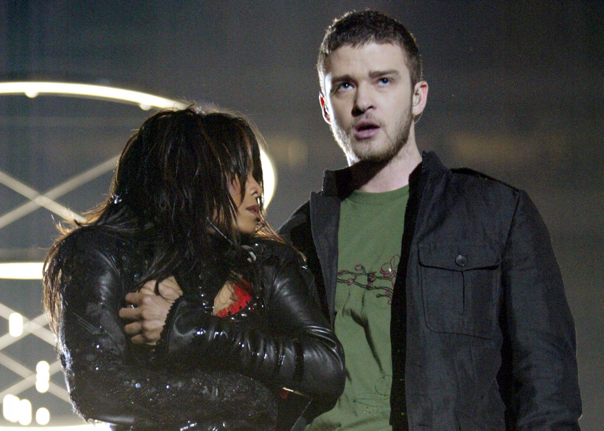 Janet Jackson and Justin Timberlake at 2004 Super Bowl