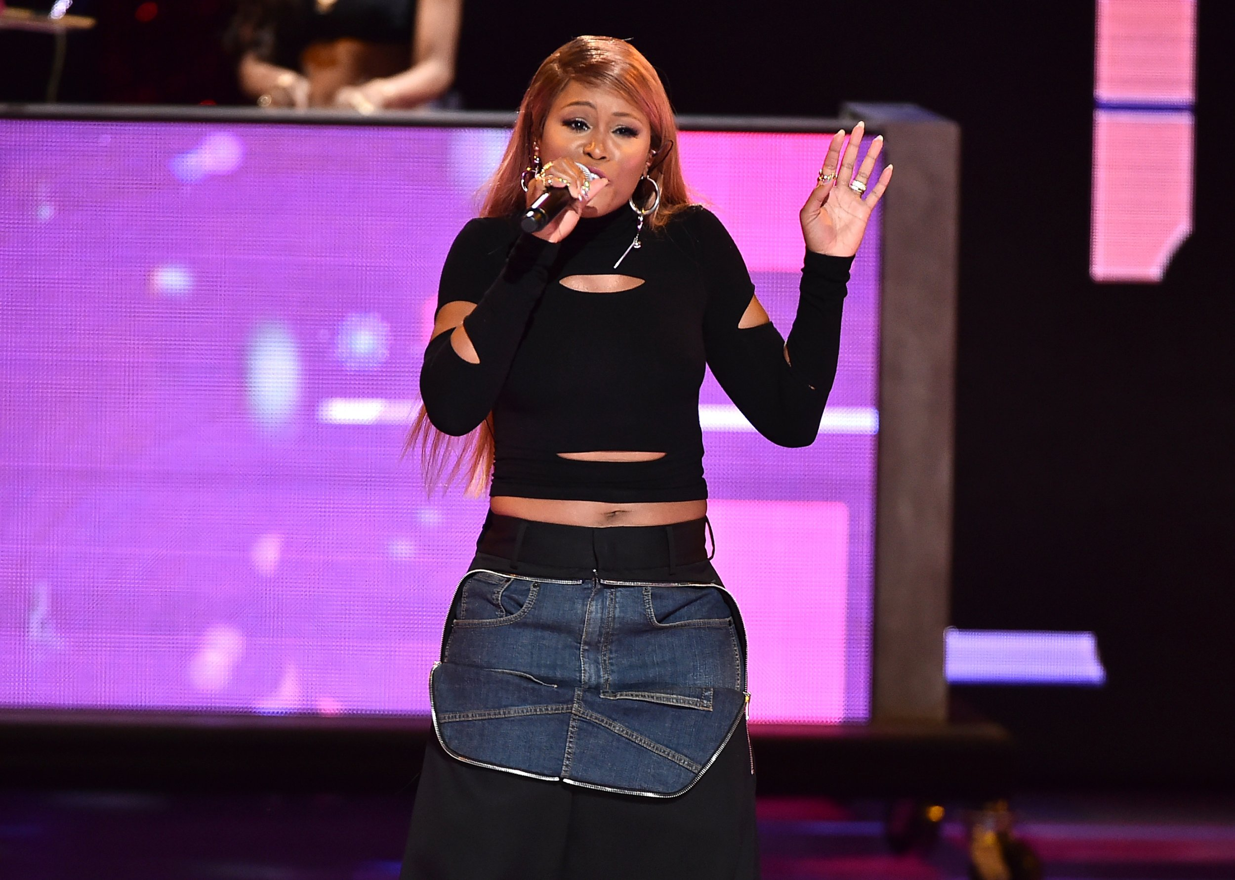 misogyny hip hop artists Since the 1980s, hip-hop artists have been accused of objectifying, demeaning,  and promoting violence against women, but have faced little to.
