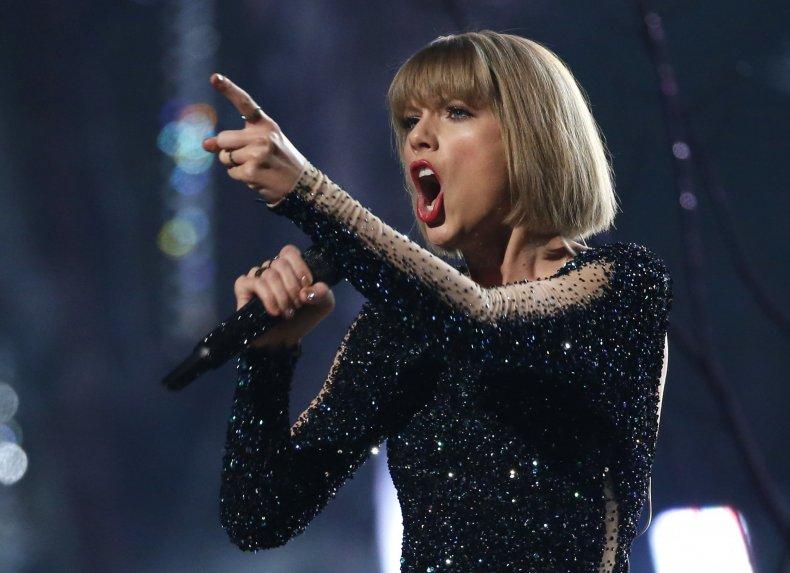 Taylor_Swift_singing