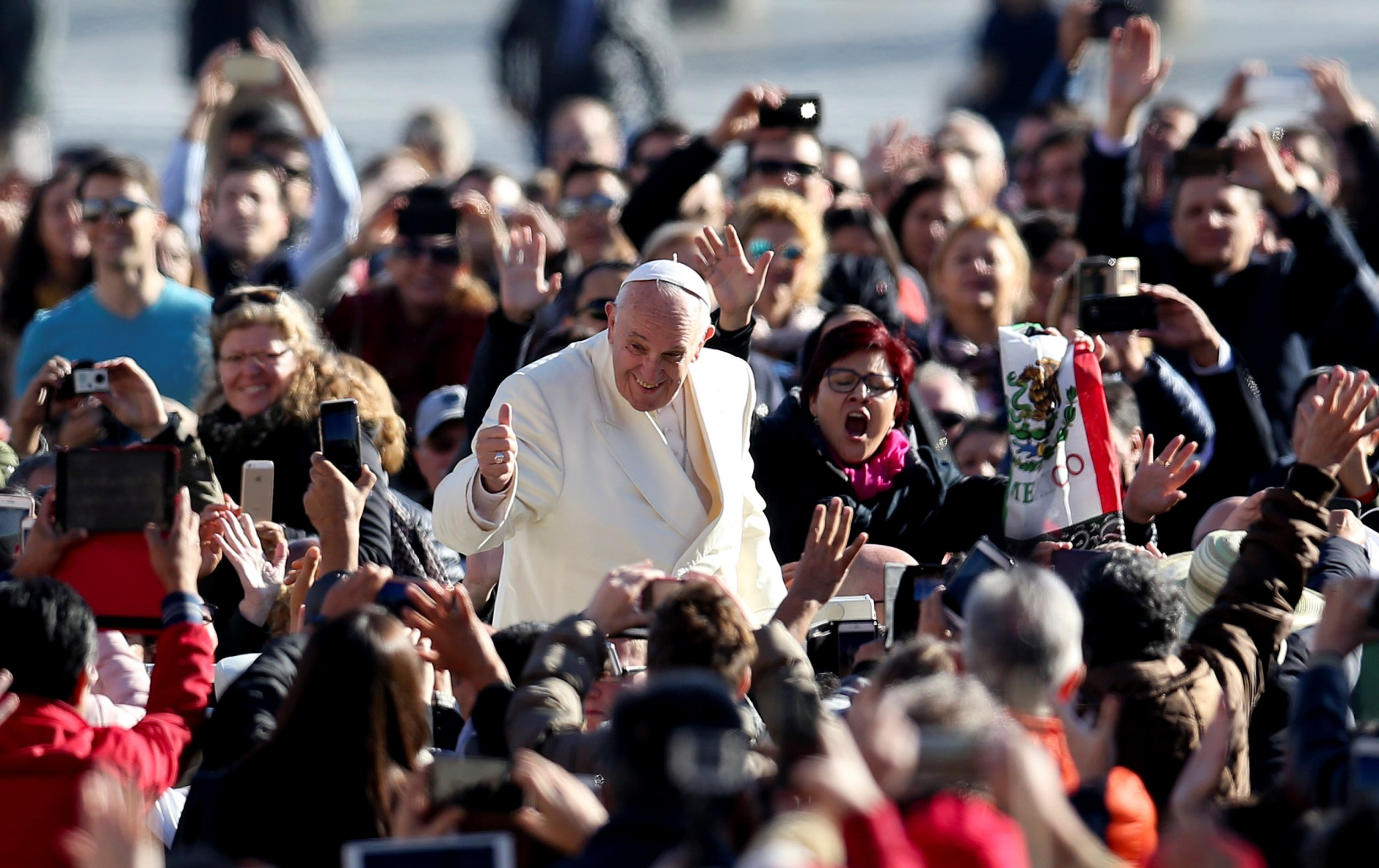 11_08_Pope_Francis_phones