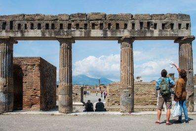 11_08_pompeii_ruins