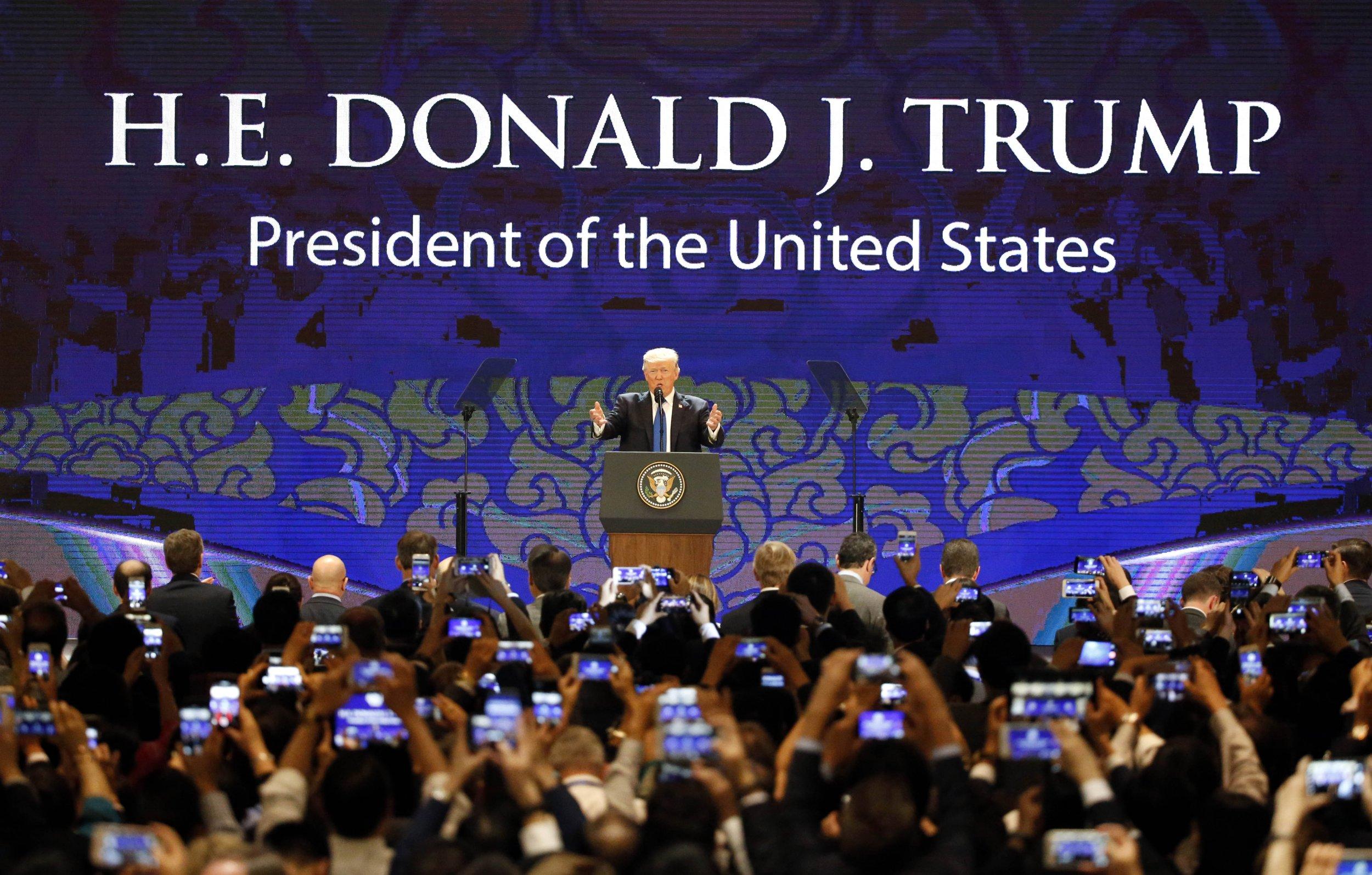 11_10_Trump_APEC