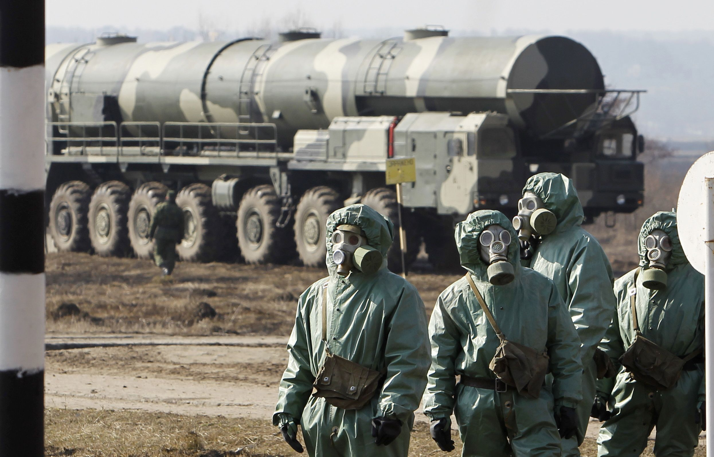 11_13_Russian_decontamination_troops