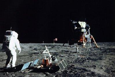 11_14_Apollo_moon_landing
