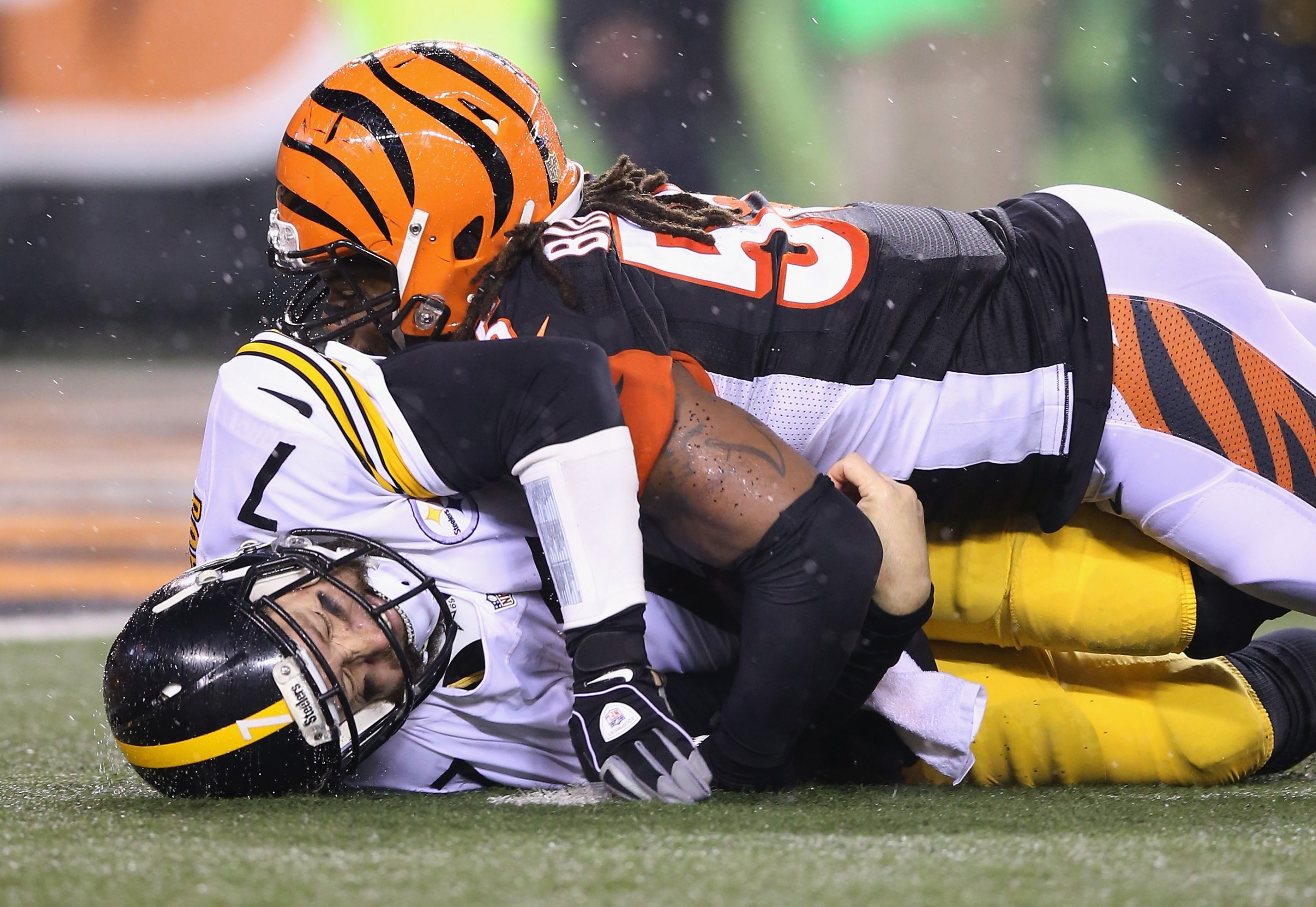 Vontaze Burfict of the Cincinnati Bengals, right, sacks Ben Roethlisberger of the Pittsburgh Steelers at Paul Brown Stadium, Cincinnati, Ohio, January 9 2016.