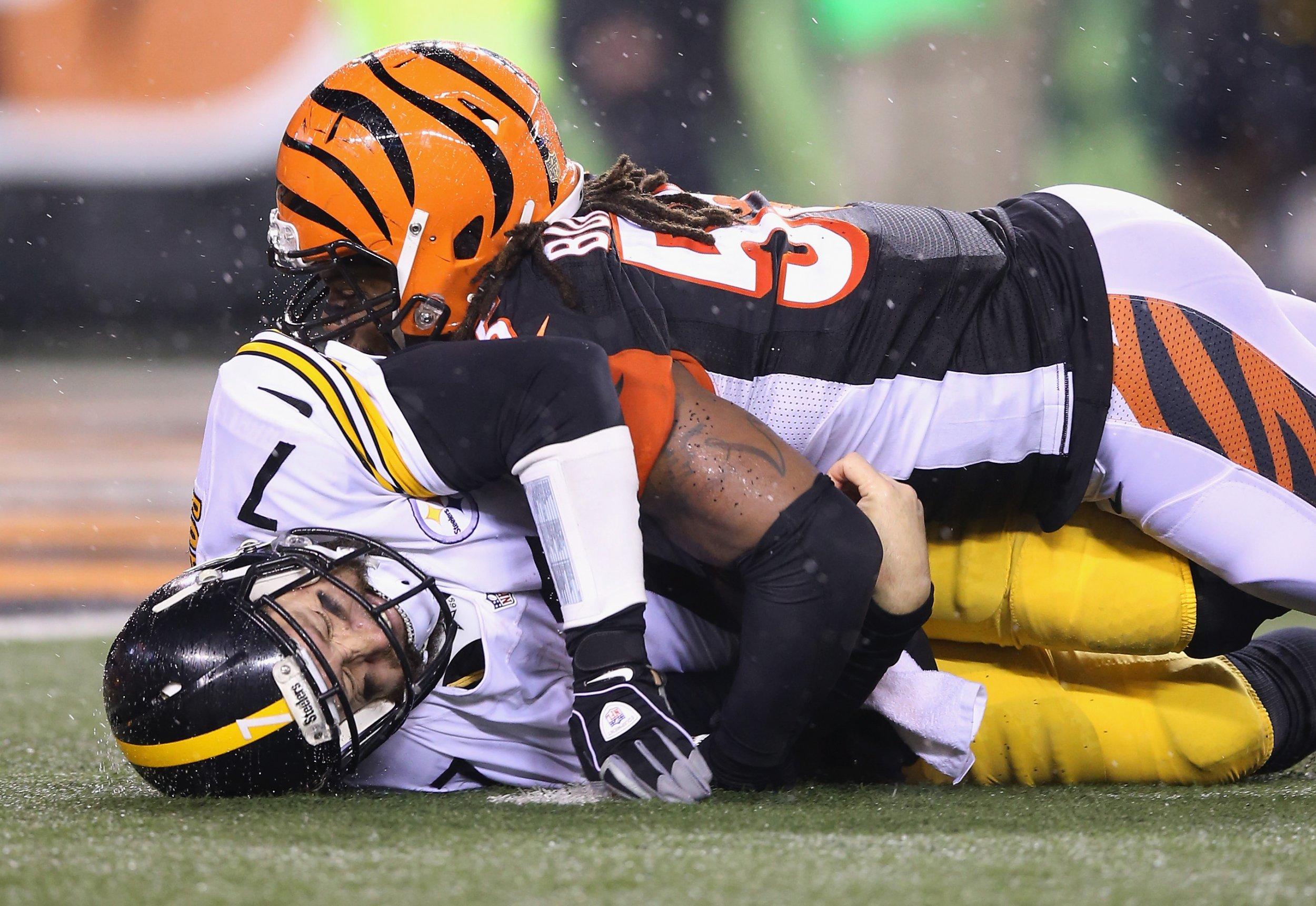 Vontaze Burfict of the Cincinnati Bengals, right, sacks Ben Roethlisberger of the Pittsburgh Steelers at Paul Brown Stadium, Cincinnati, Ohio, January 9 2016.