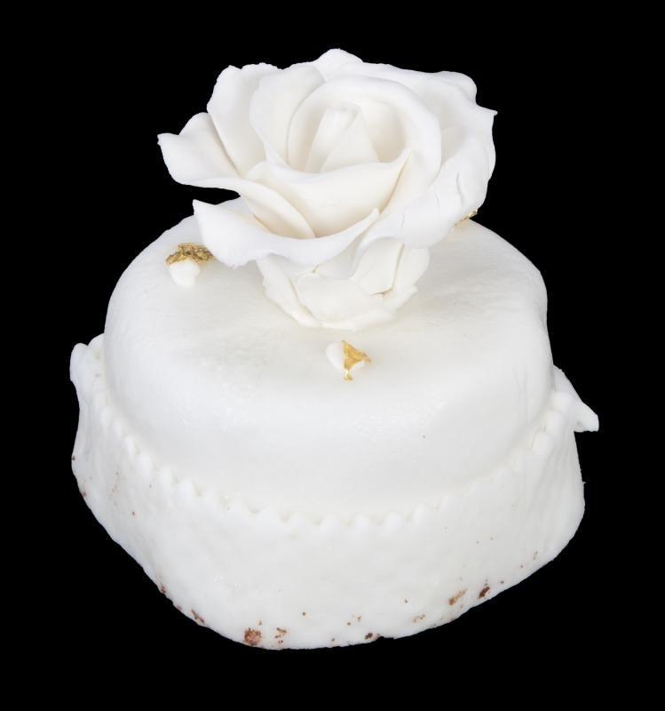 Donald and Melania Trump wedding cake auctioned
