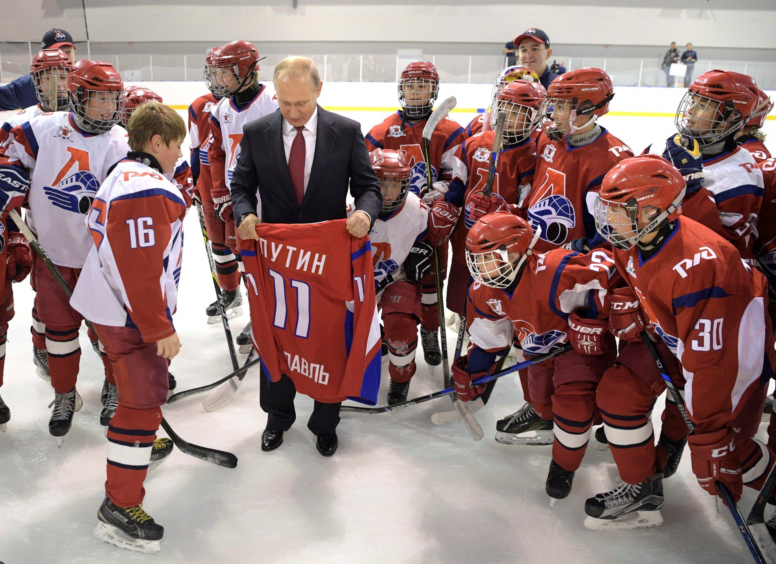 11_16_Putin_Hockey