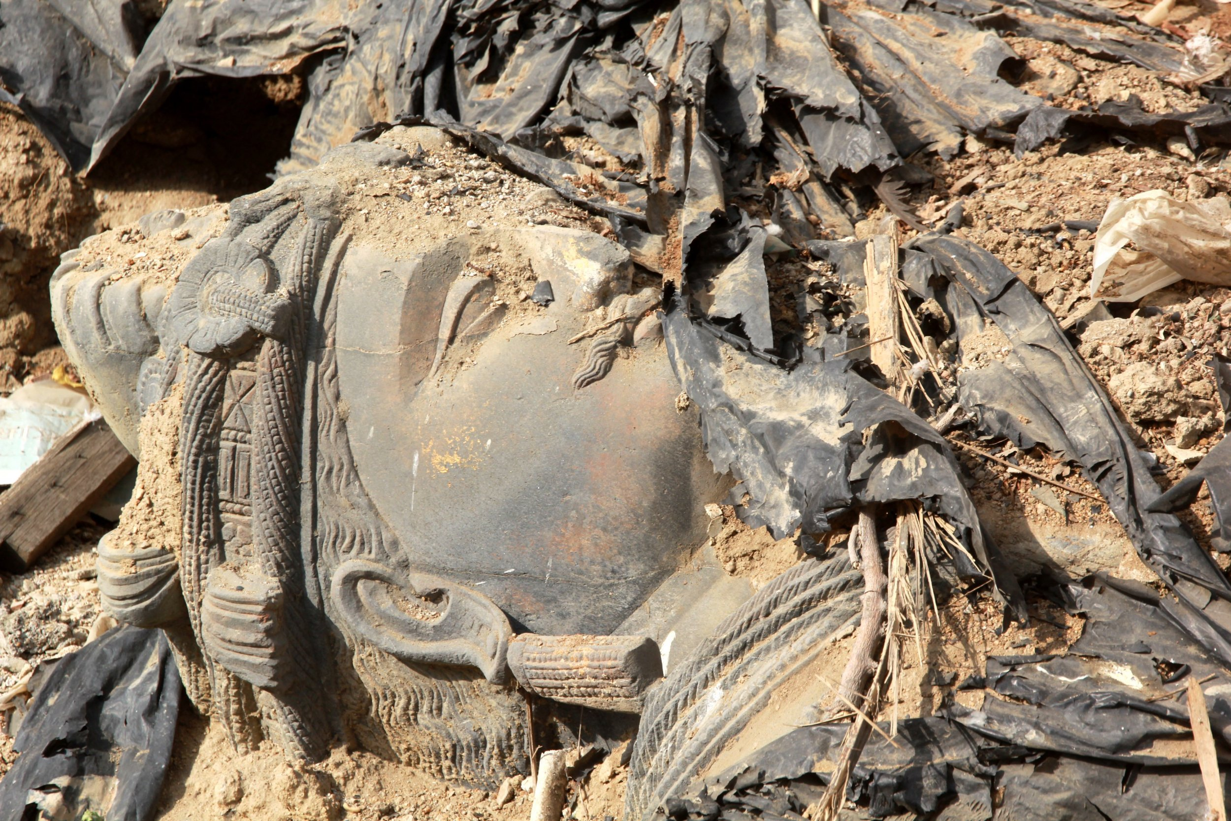 Pakistan: Ancient Buddha Statues Saved From Smugglers. Museum Then Dump Them in the Trash