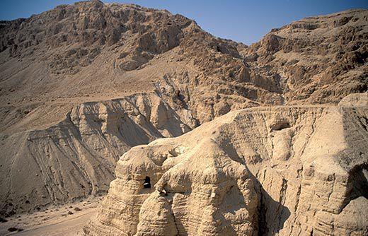 Qumran-caves-520