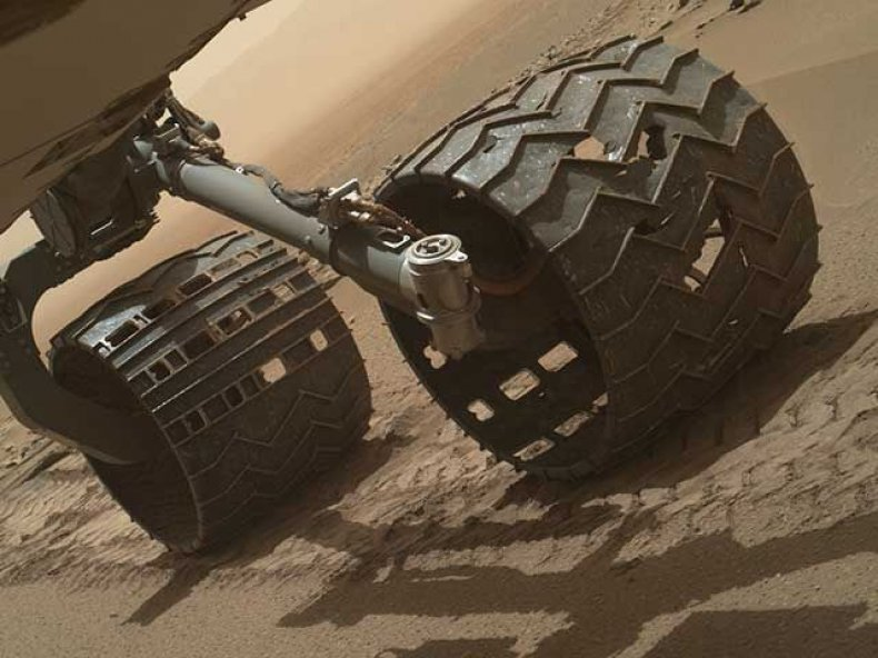 curiosity_tire_damage