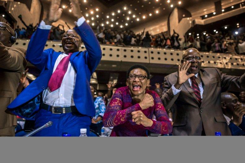 1121_Zimbabwe_celebrations_3