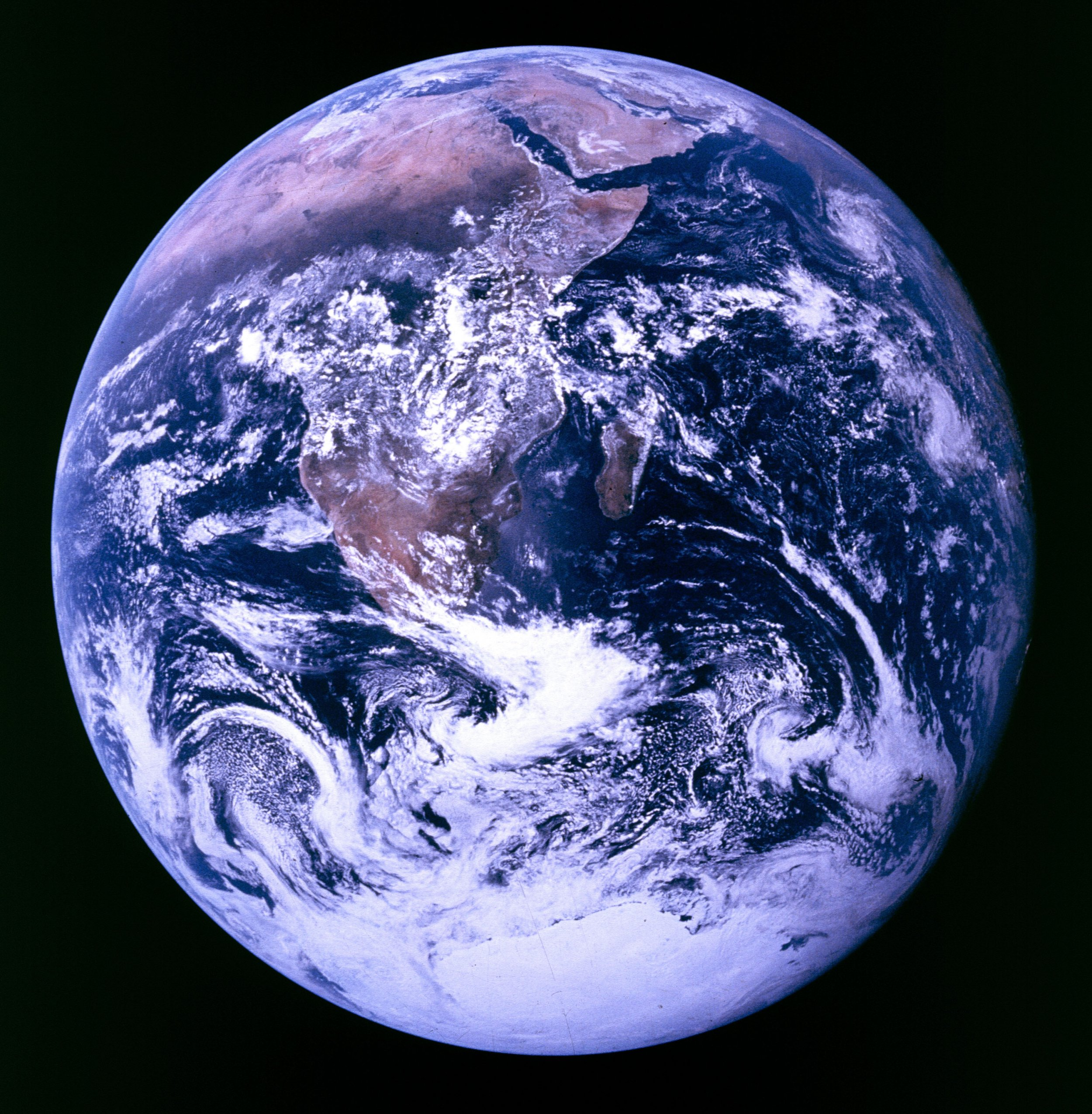1122_Round_Earth