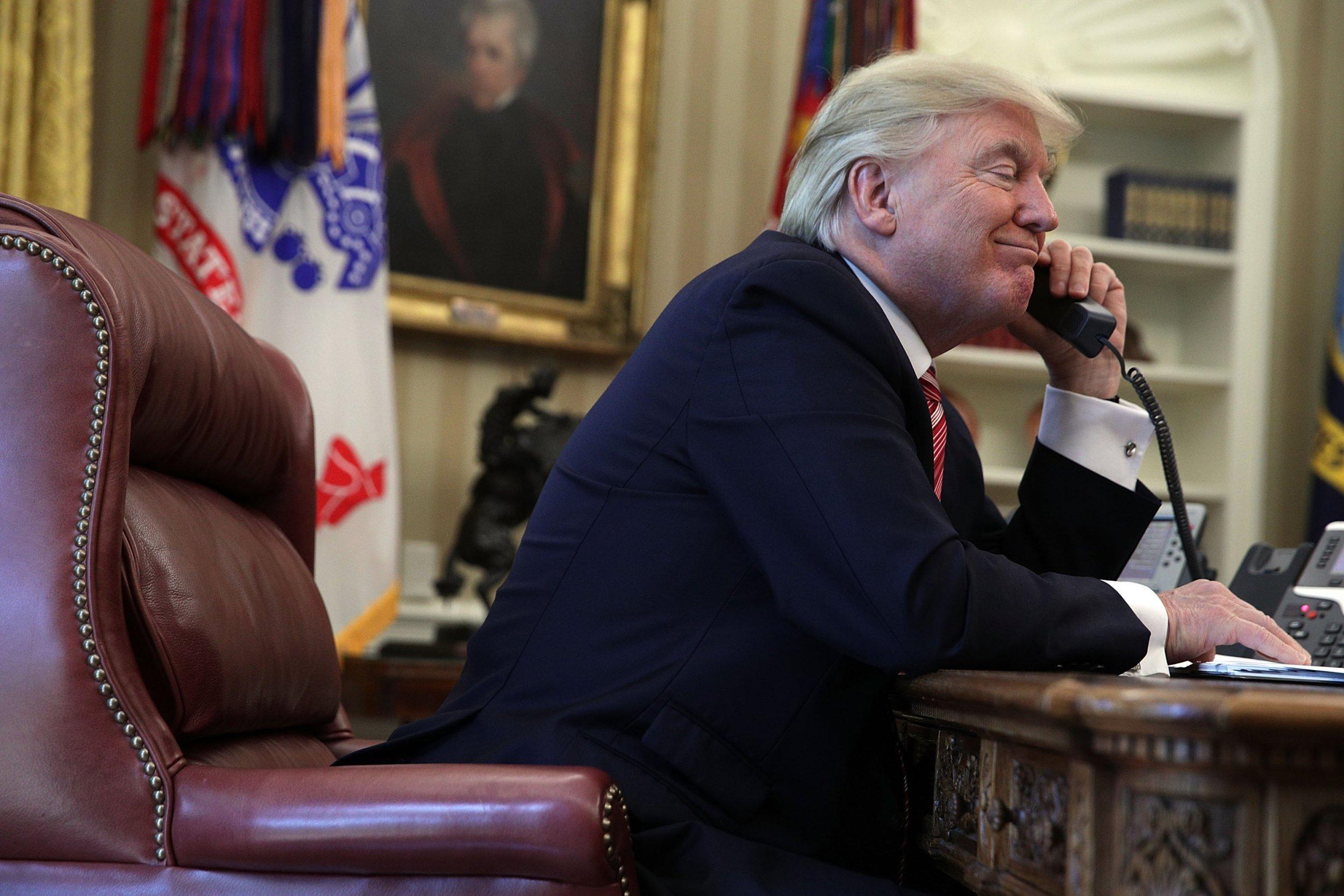 1122_Trump_Phone