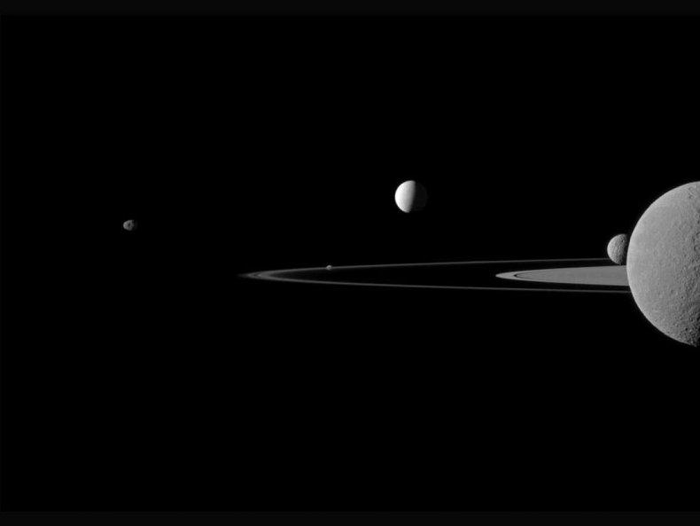11_23_Saturn_Moon