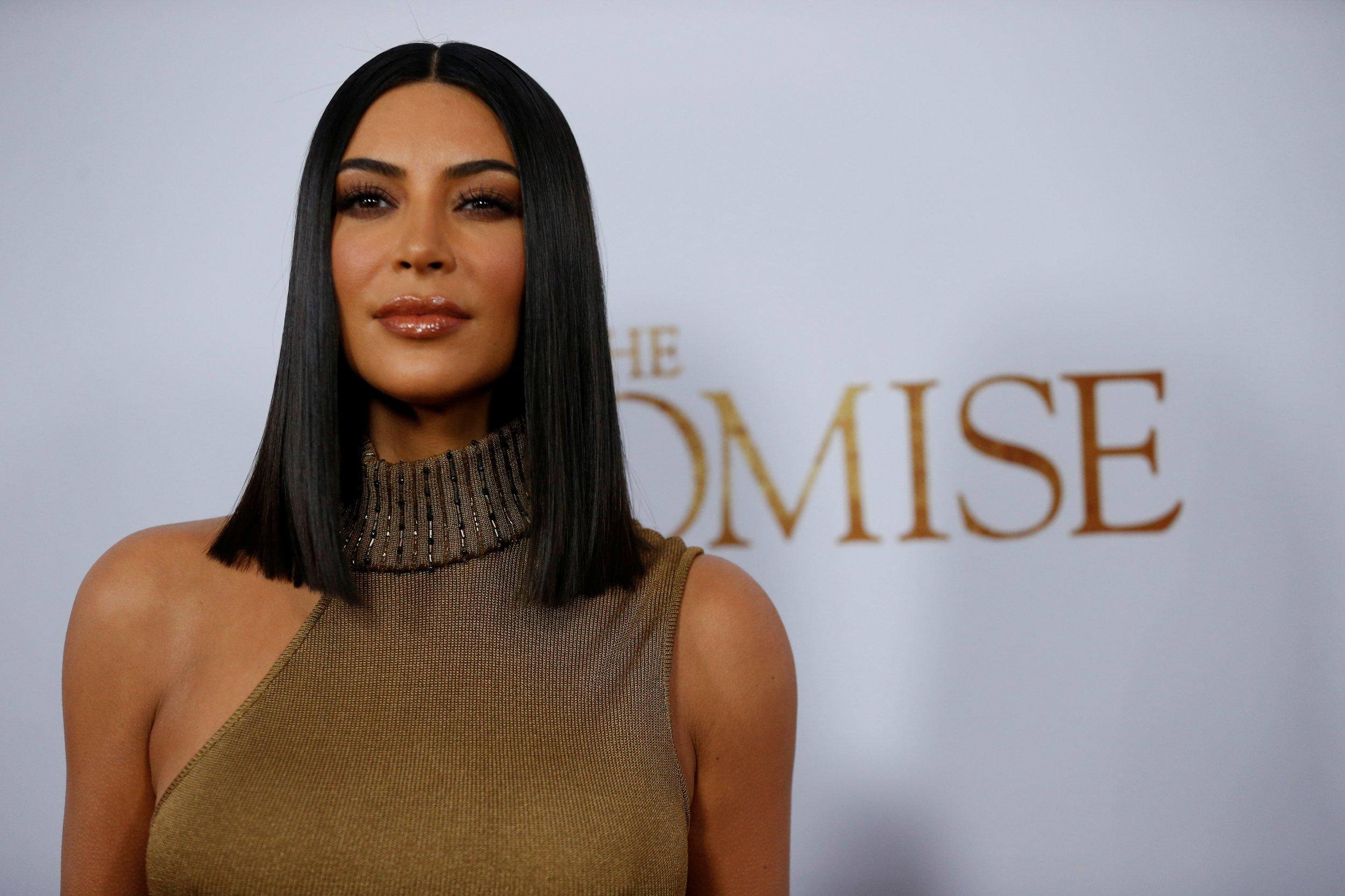 11_24_Kim_Kardashian