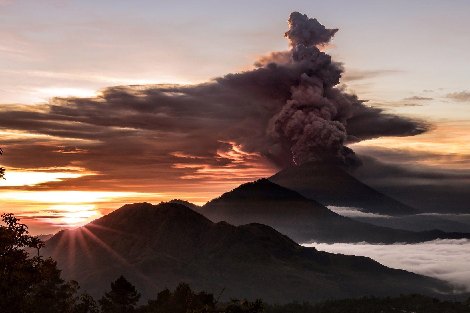 bali volcano eruption mount agung evacuation