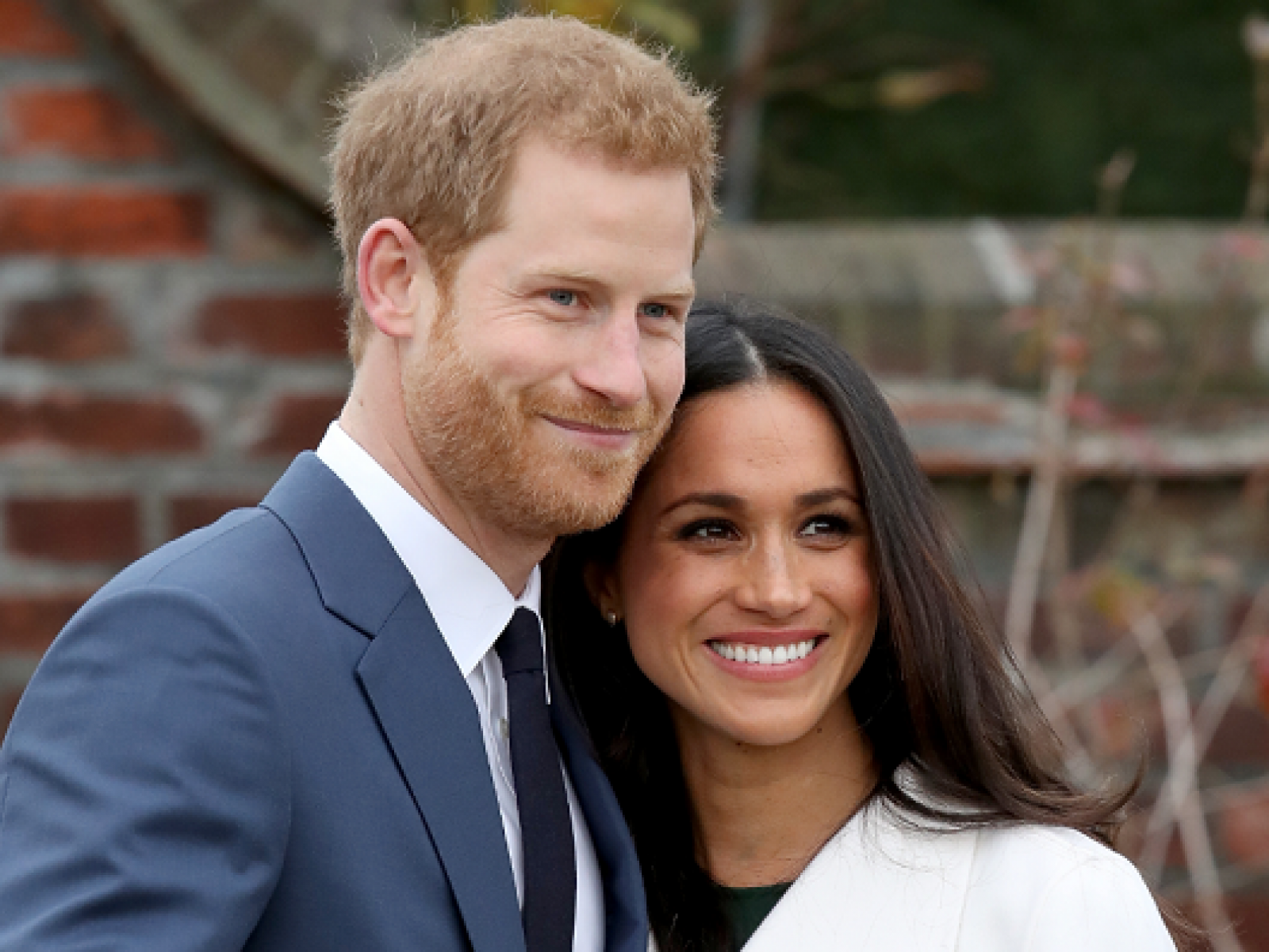 meghan markle s engagement ring was made with diamonds from princess diana s collection engagement ring was made with diamonds