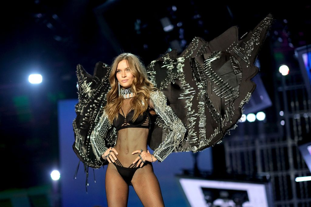 victoria secret fashion show 2017 streaming free