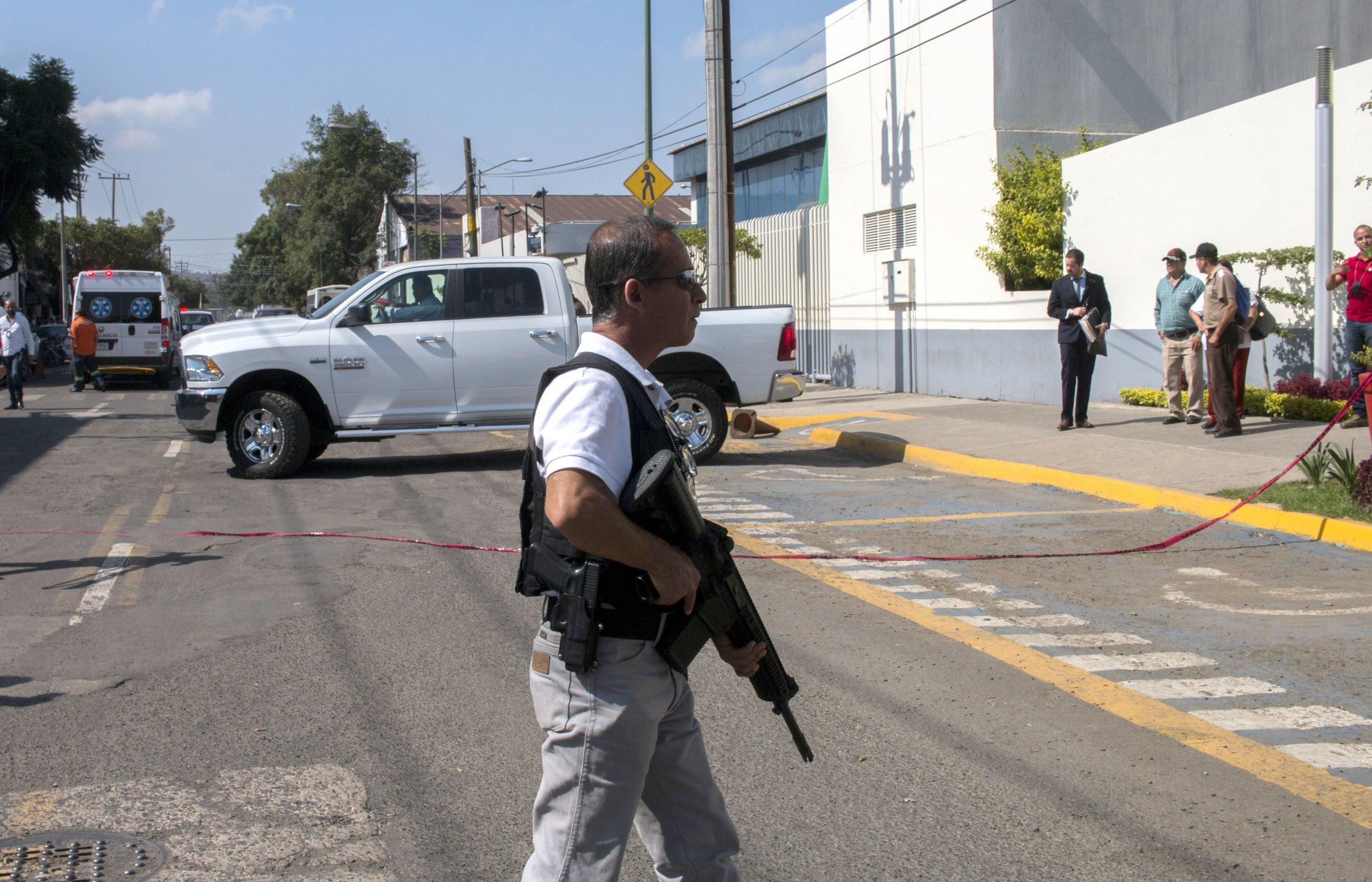 11_28_Guadalajara_police