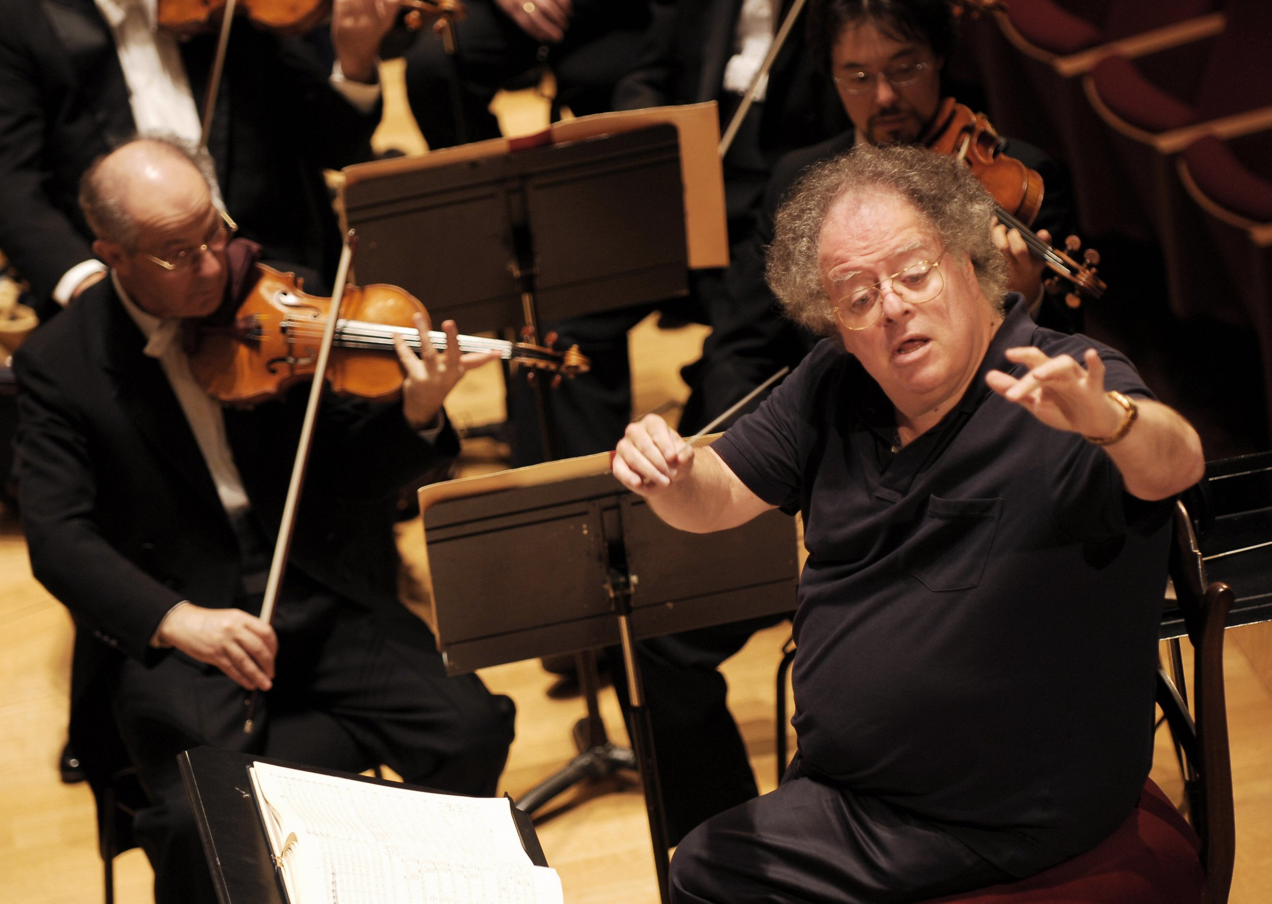 Metropolitan Opera suspends James Levine