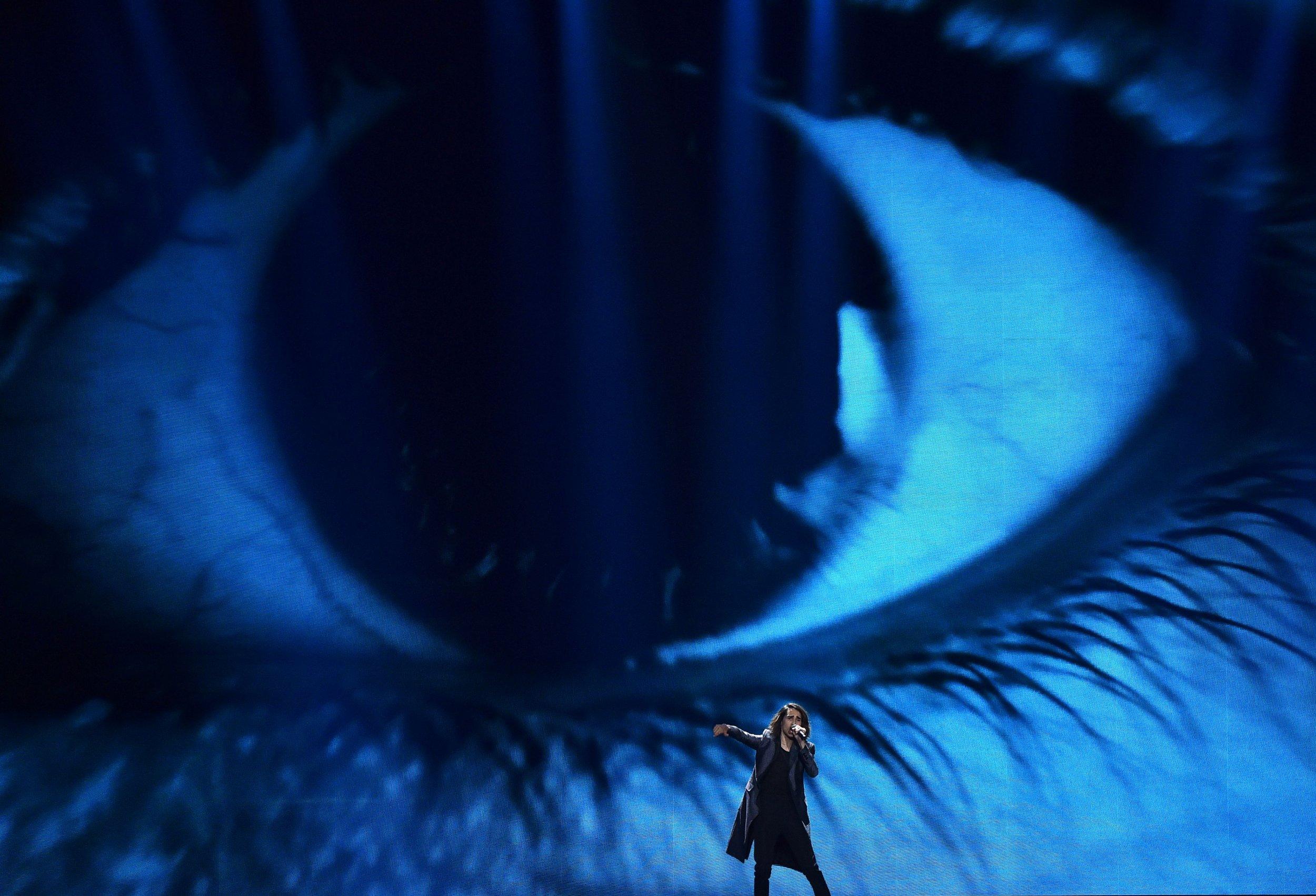 12_05_eye