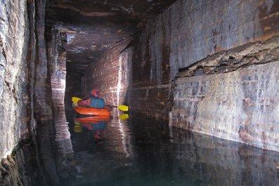 12_05_montreal_leonard_cave