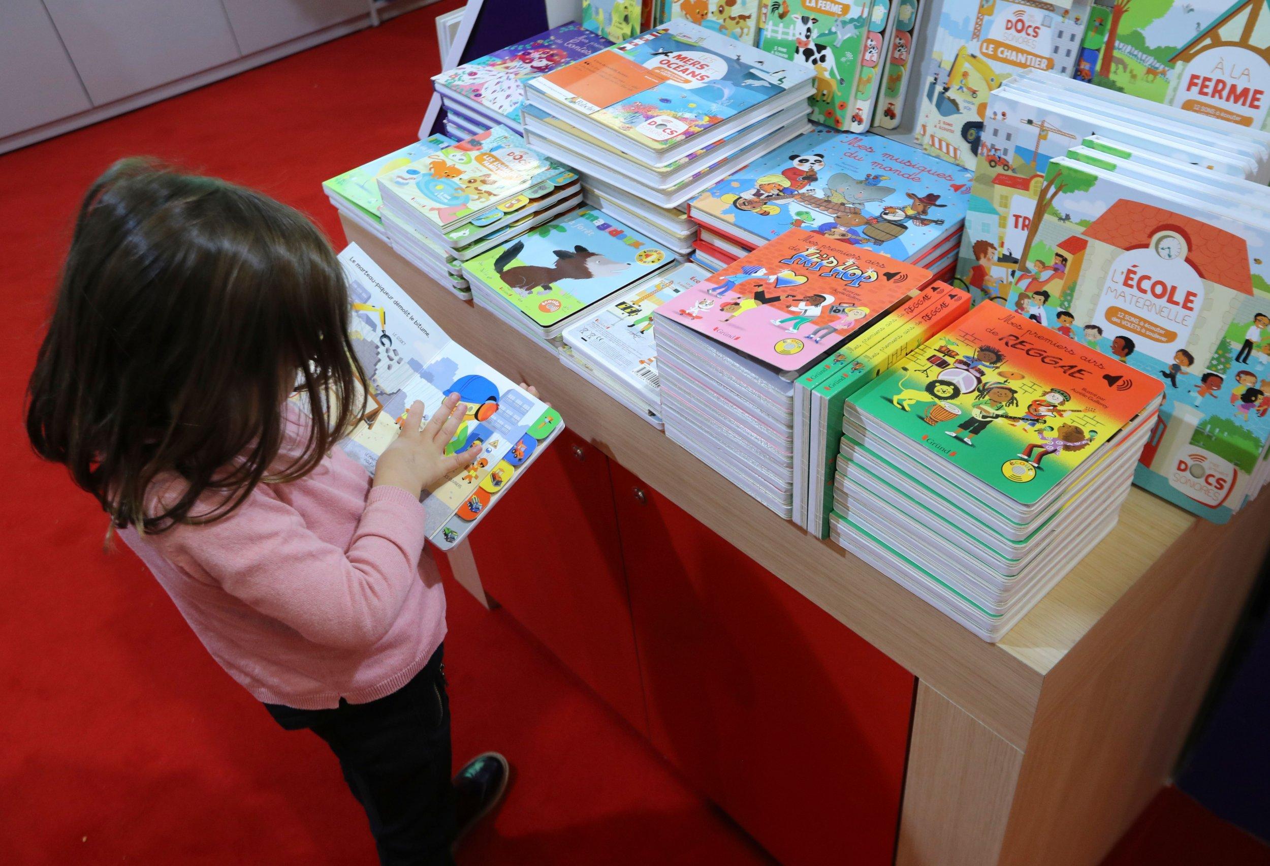 12_5_Child_Reading