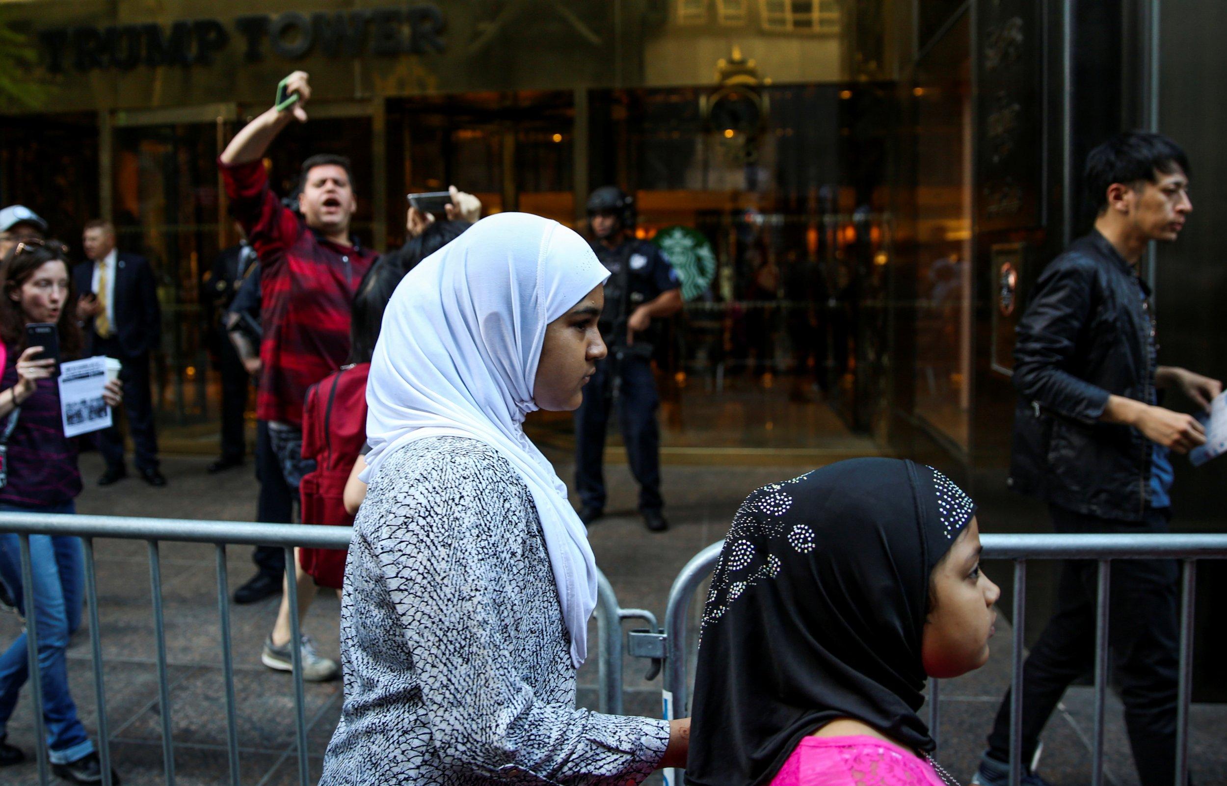 12-6_muslim_girls_protest