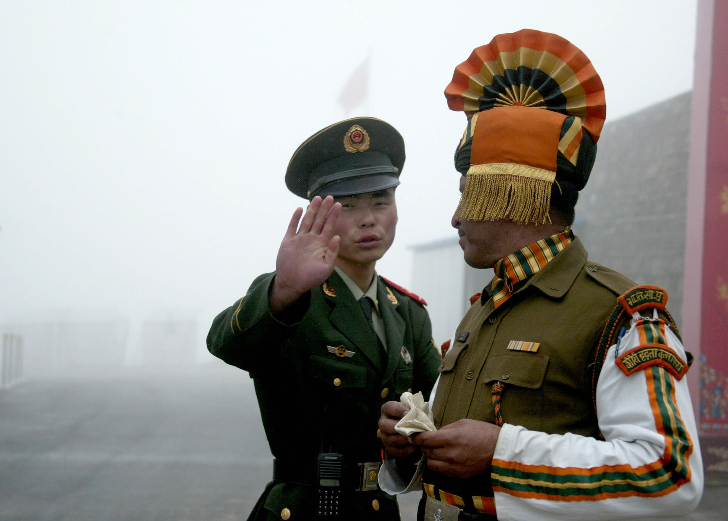 12_7_China_India_Soldiers