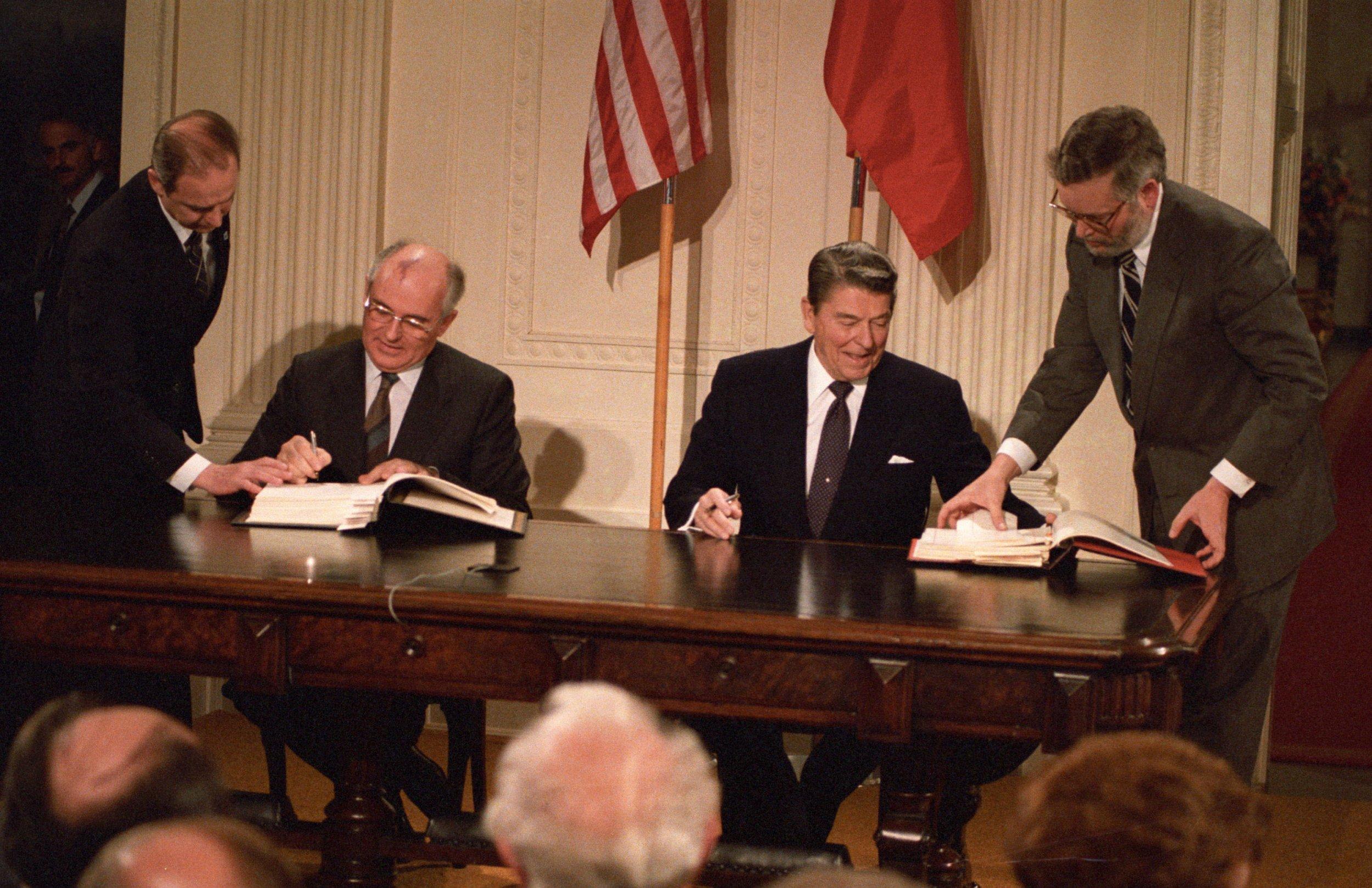 12_08_Gorbachev_Reagan