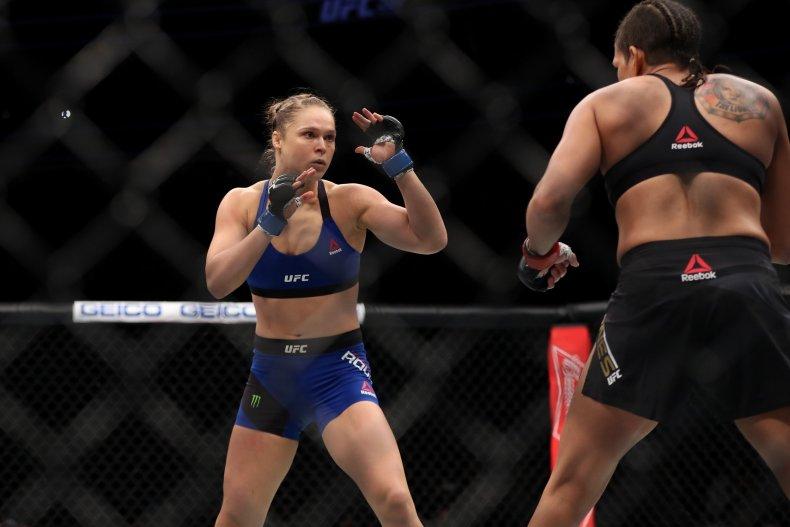 Ronda Rousey vs Amanda Nunes at UFC 207