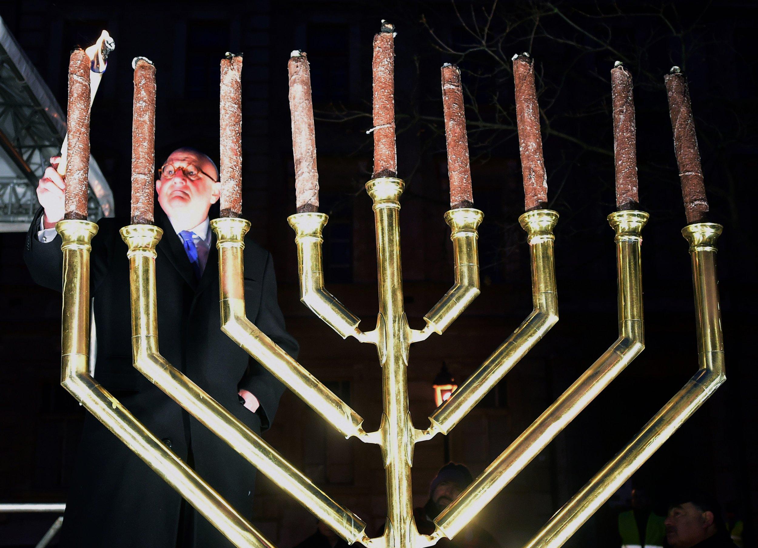 why do jews celebrate hanukkah