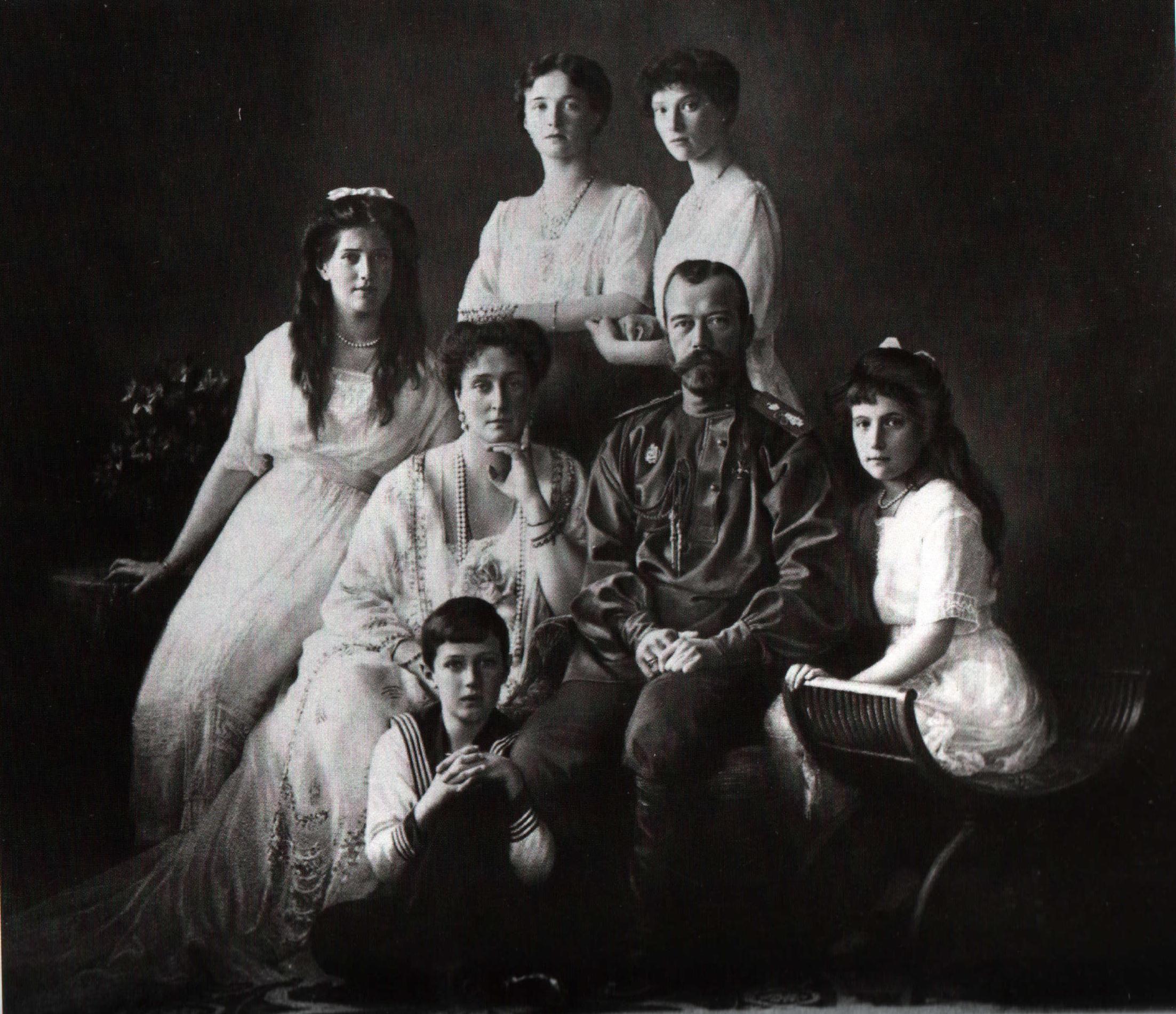 The_Romanovs,_1913