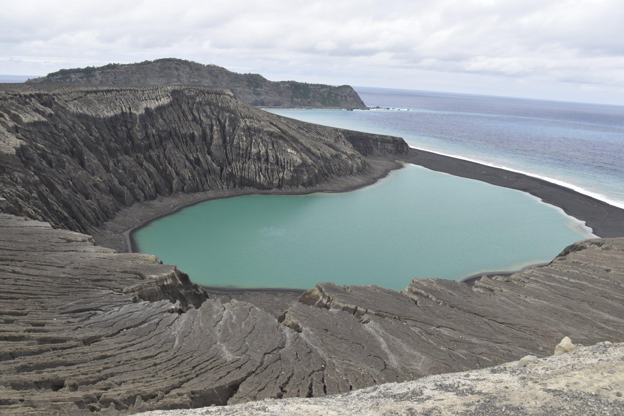 Hunga Tonga: New Volcanic Pacific Island Gives NASA a ...