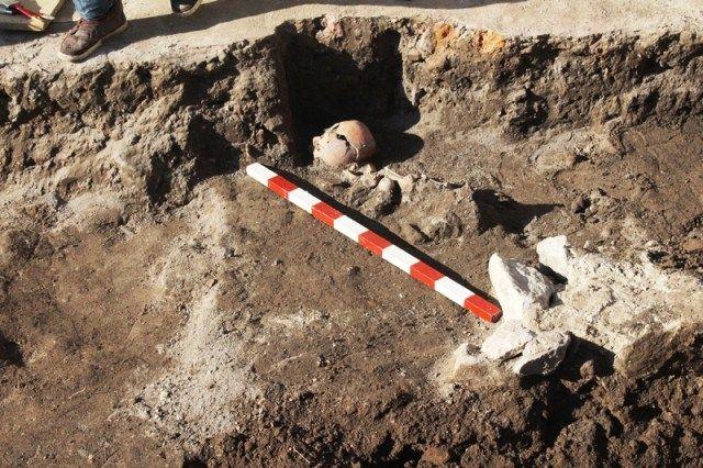 Plovdiv-Skeleton-Arrow-Grave-6