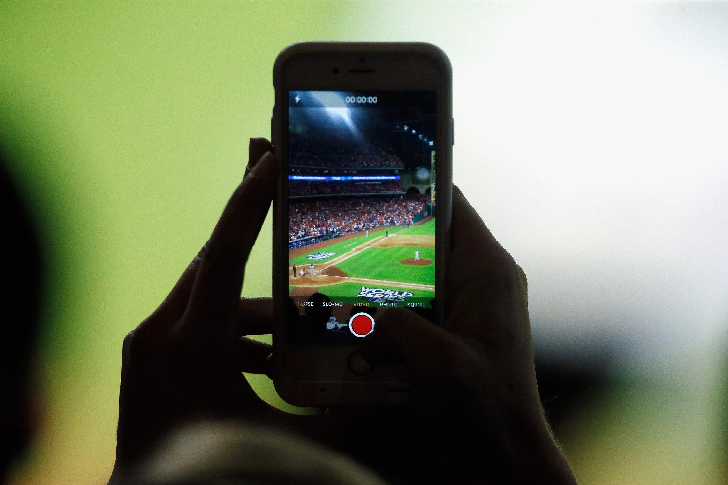 12_26_iPhone_Baseball_Game