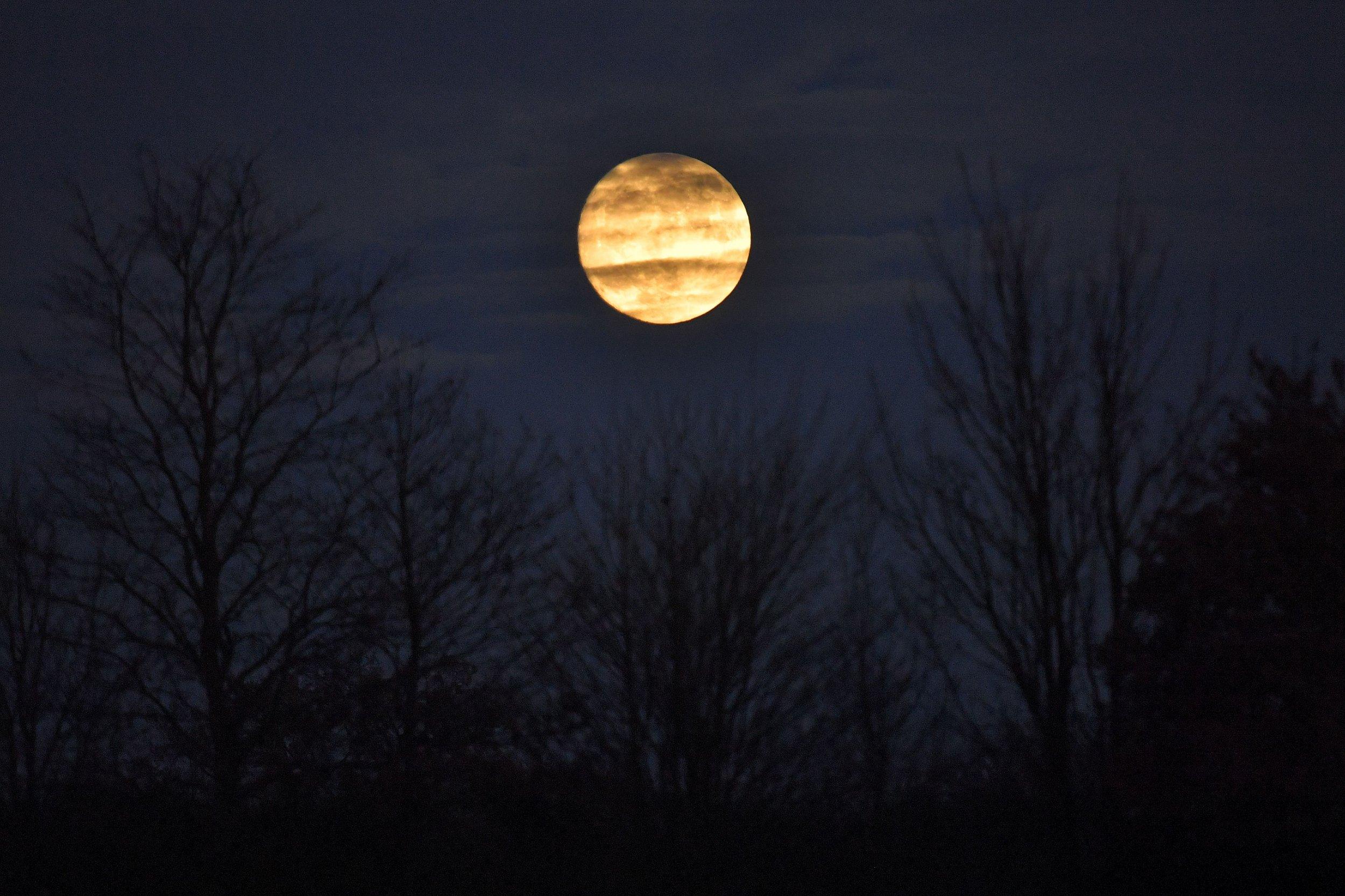 Full moon date in Perth
