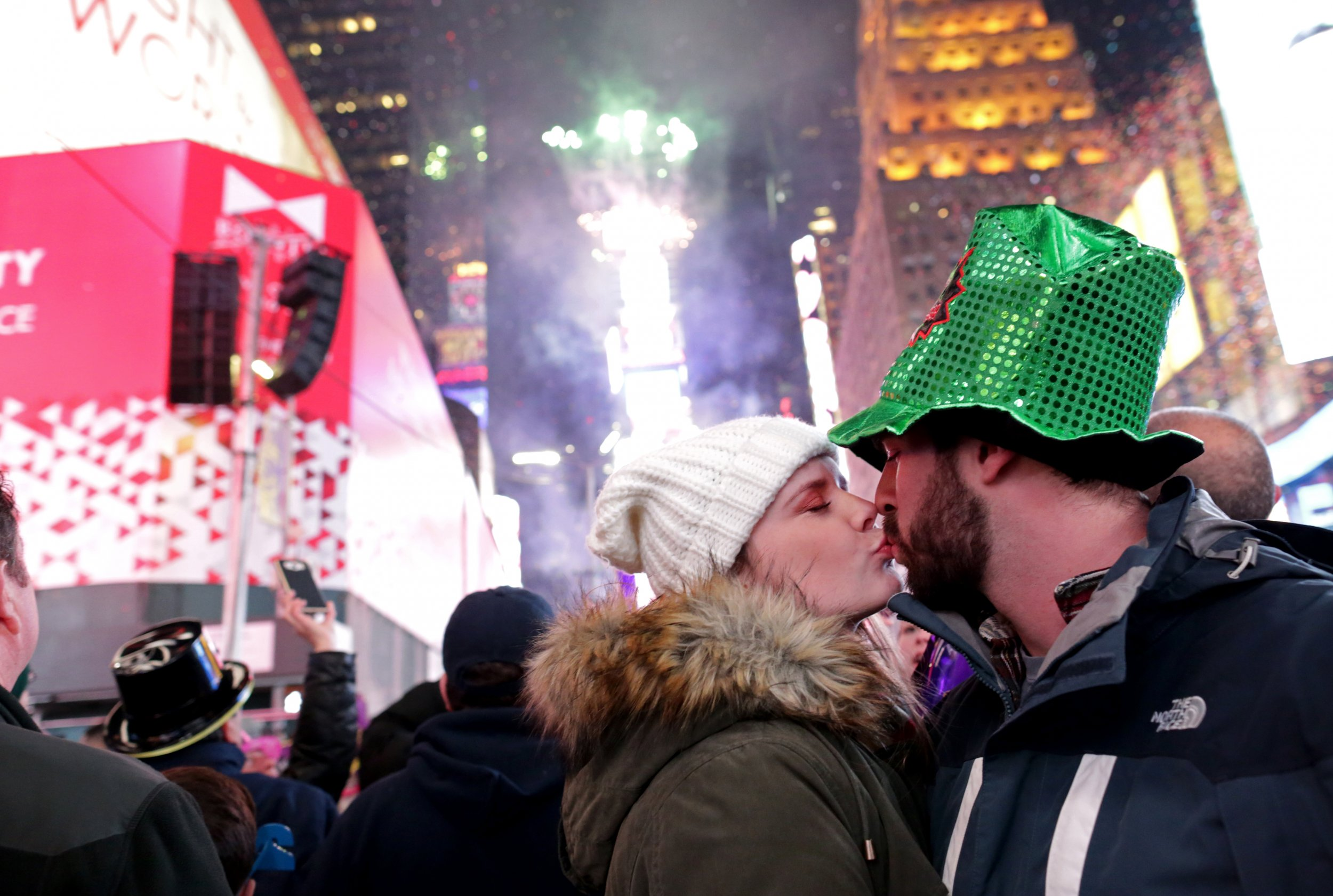 Auld Lang Syne Song Meaning And Lyrics For New Year S Eve 2017