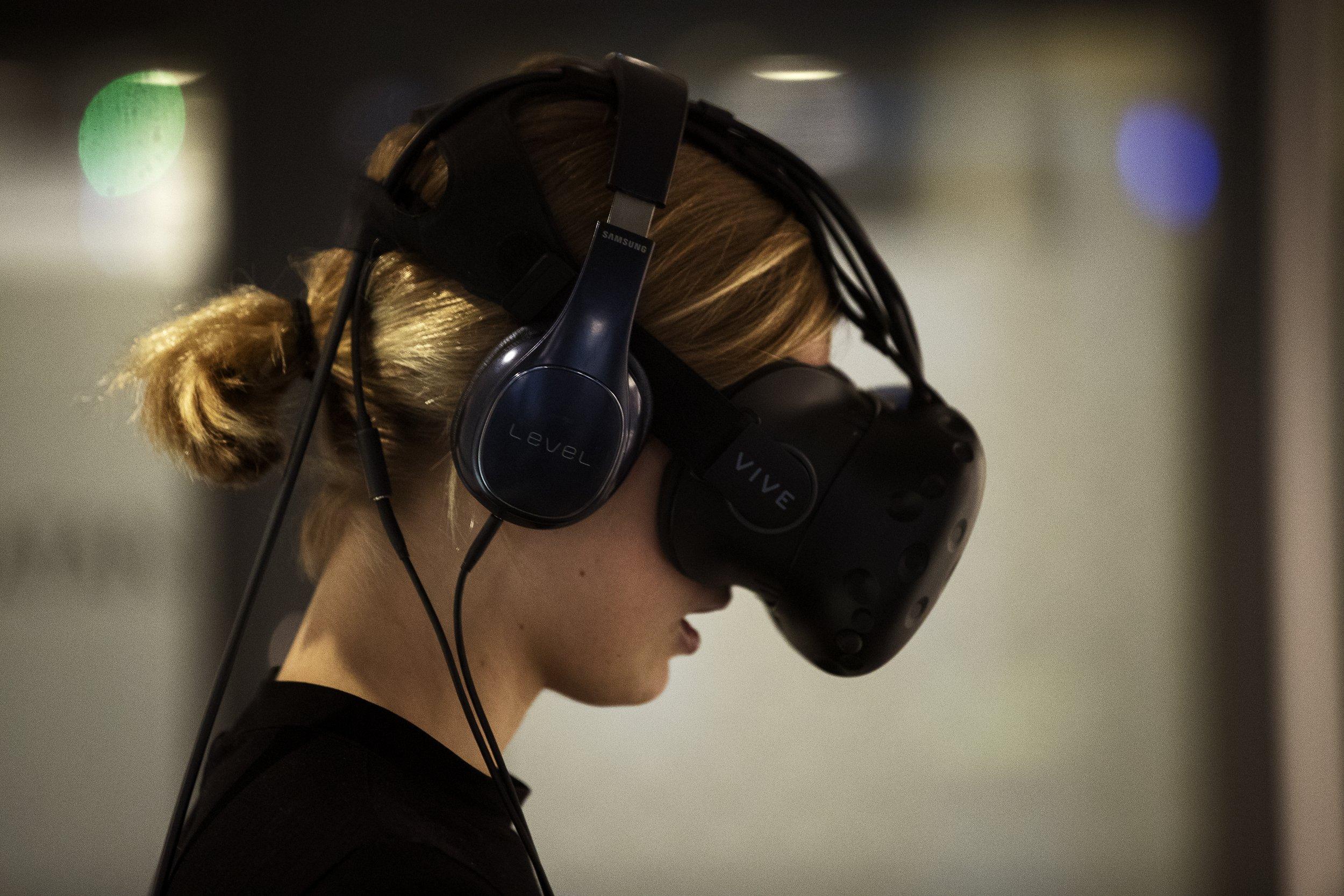 1_2_Virtual Reality Headset