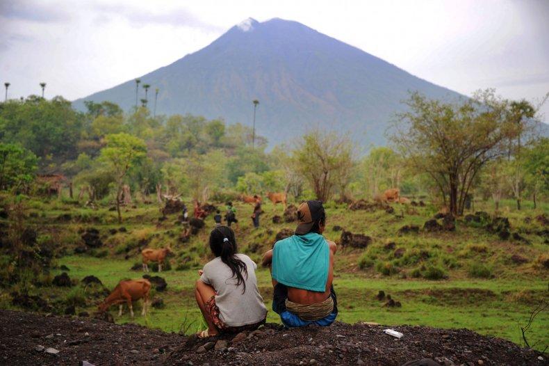 01_02_mt_agung_eruption
