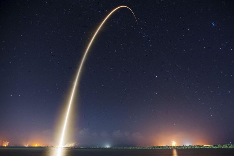 1_3_Falcon 9 Dragon