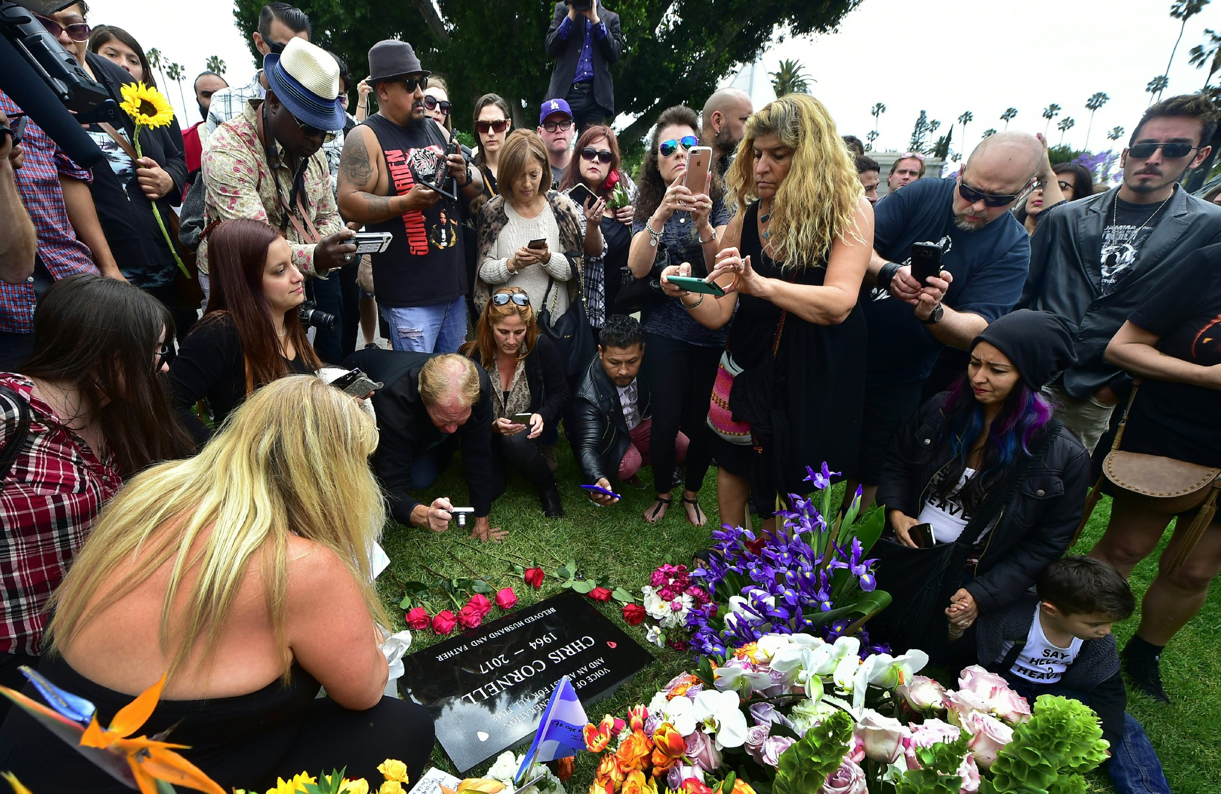 chris cornell grave site fans asked to stop filming at soundgarden