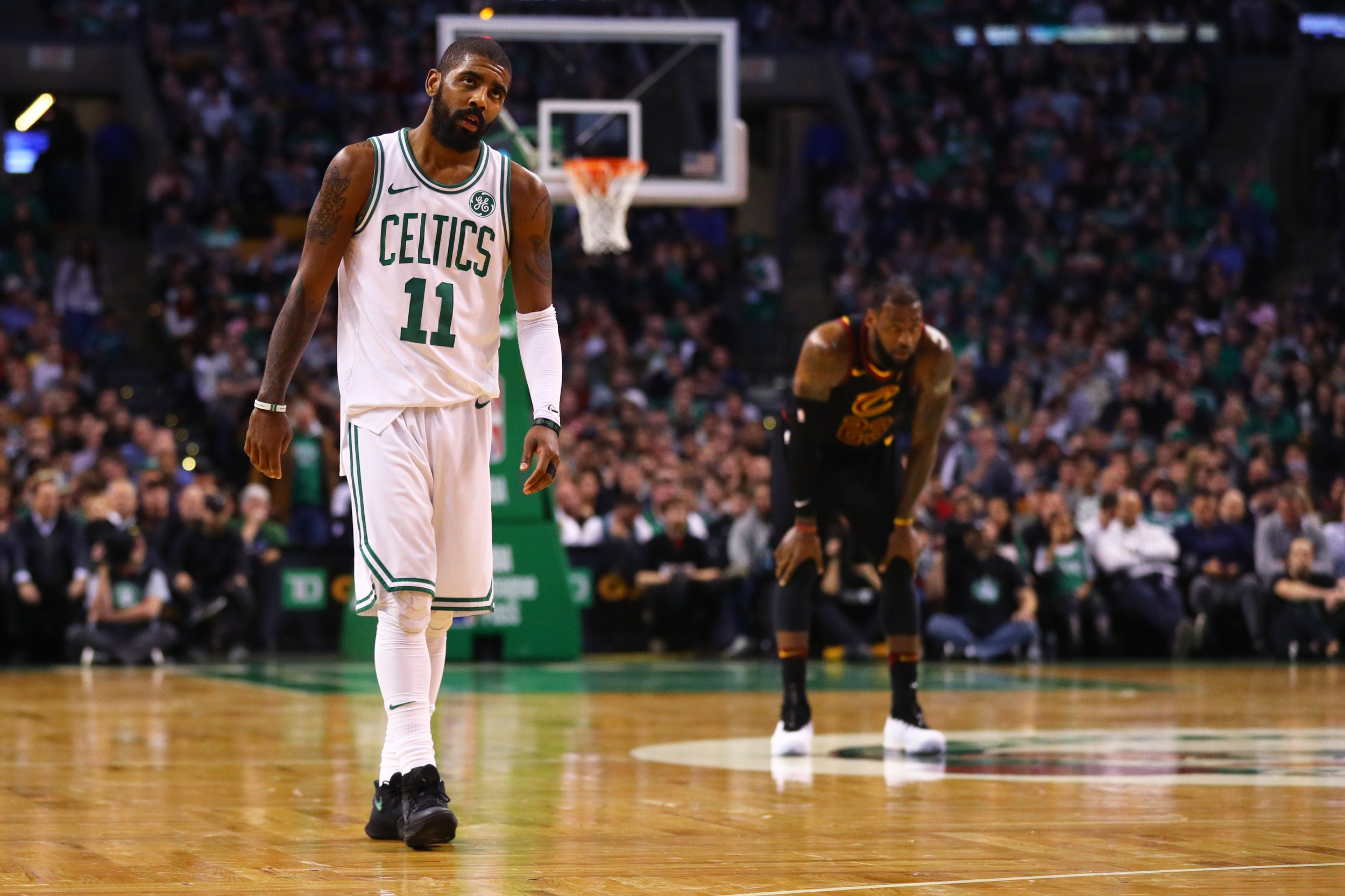 Cleveland Basketball Team >> LeBron James Won't Resign with Cavaliers and Kyrie Irving ...