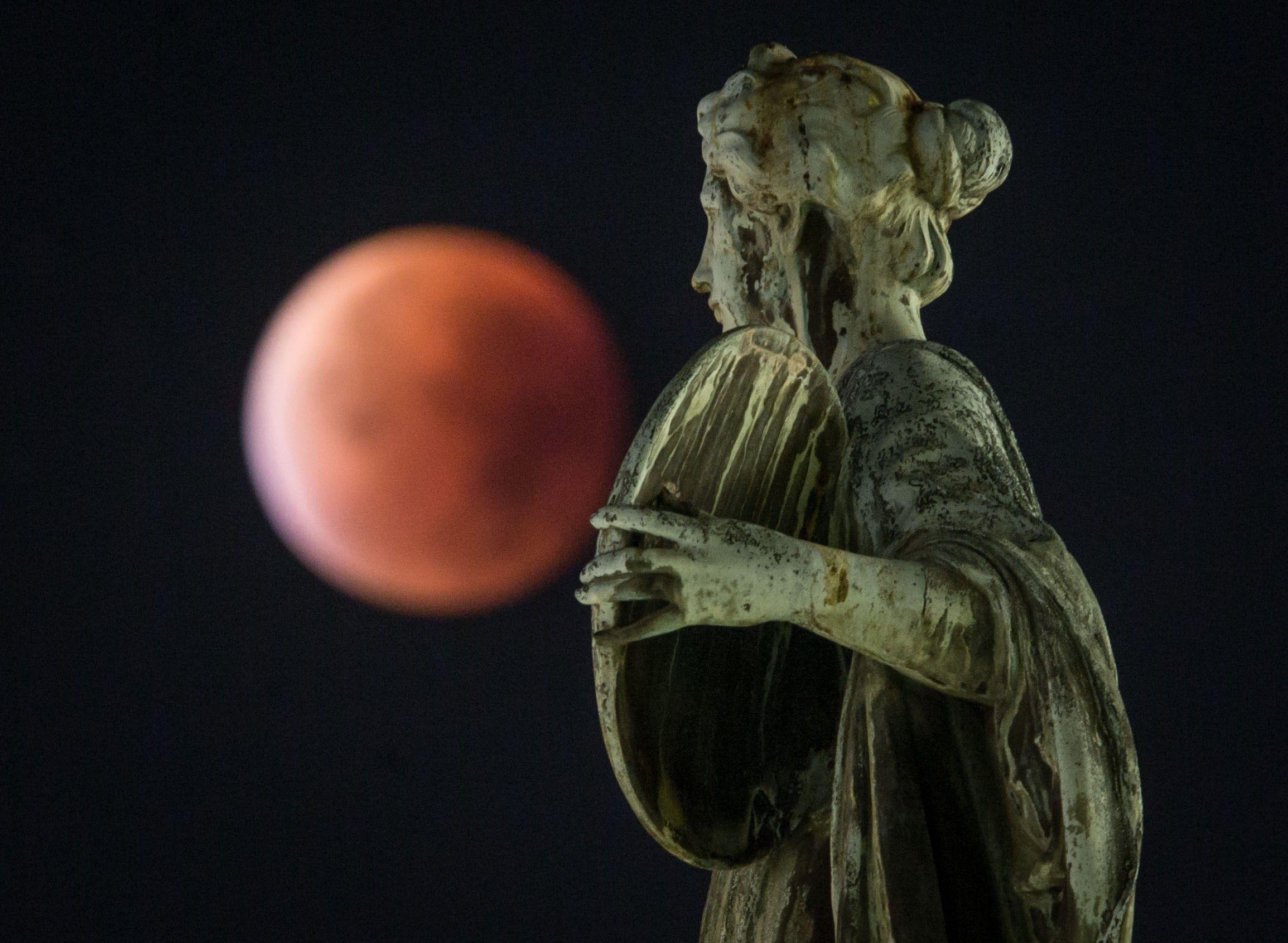 1_4_Total Lunar Eclipse