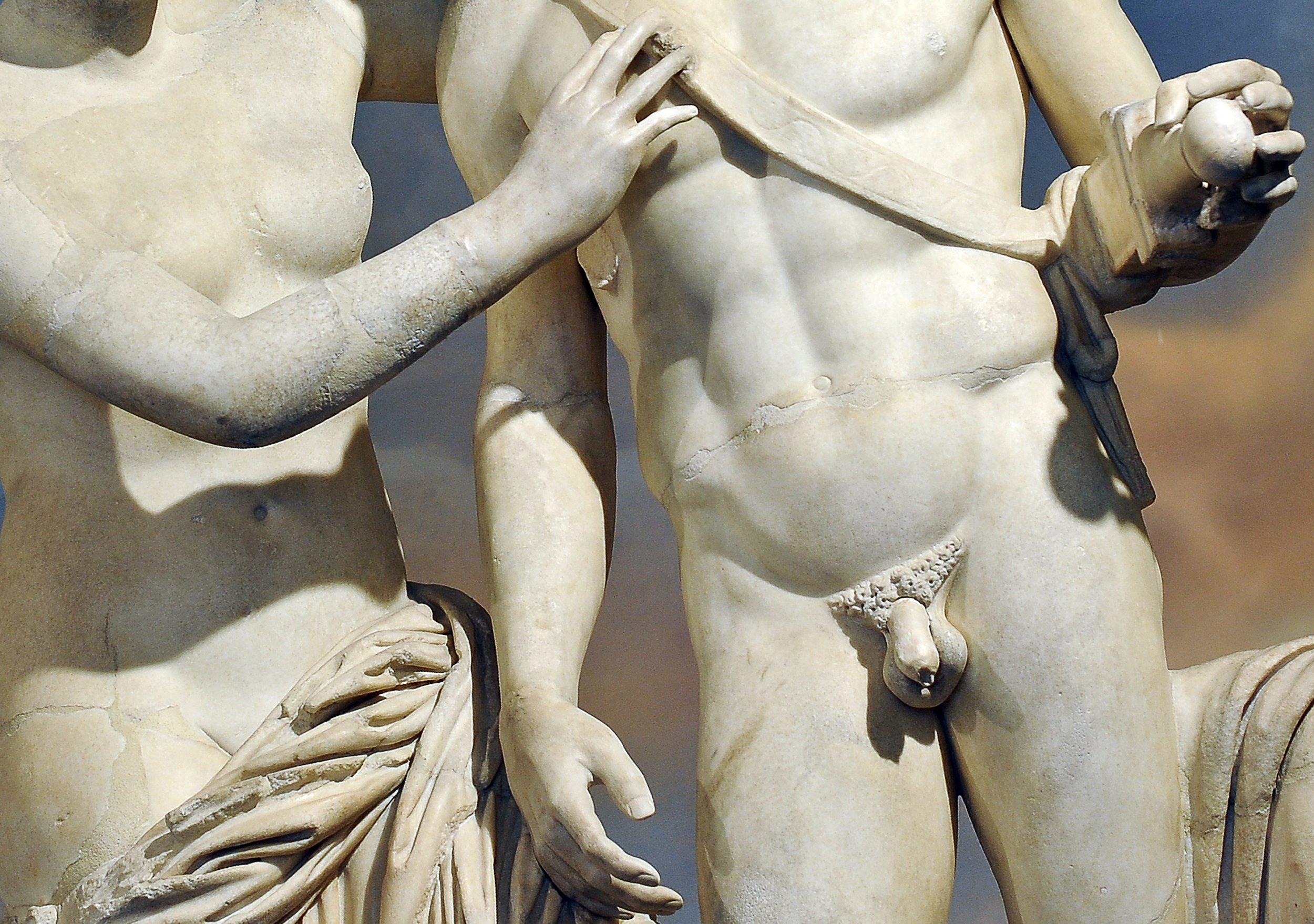 01_04_Penis_Statue